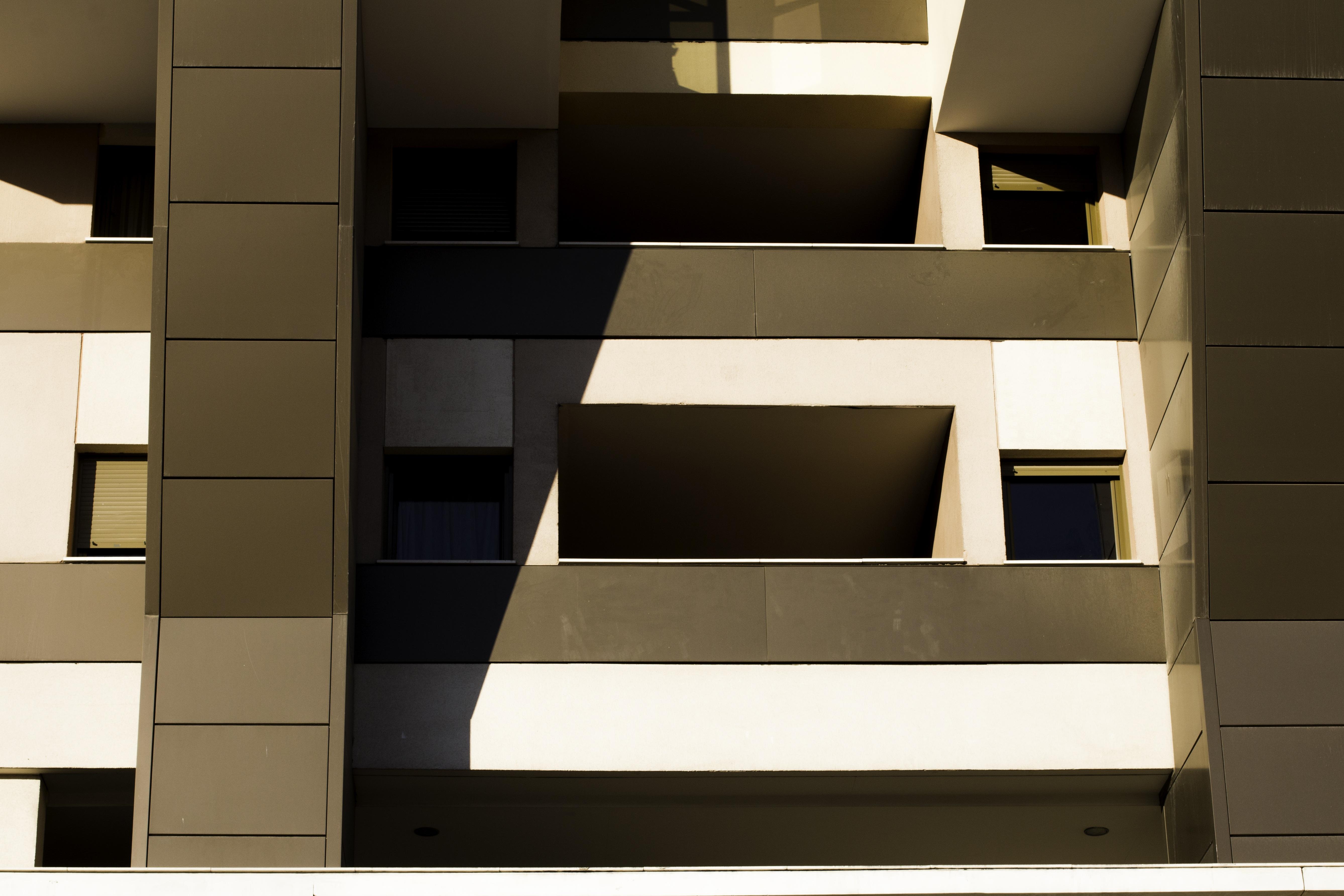 Gambar Jendela Bangunan Warna Coklat Ruang Keluarga Mebel