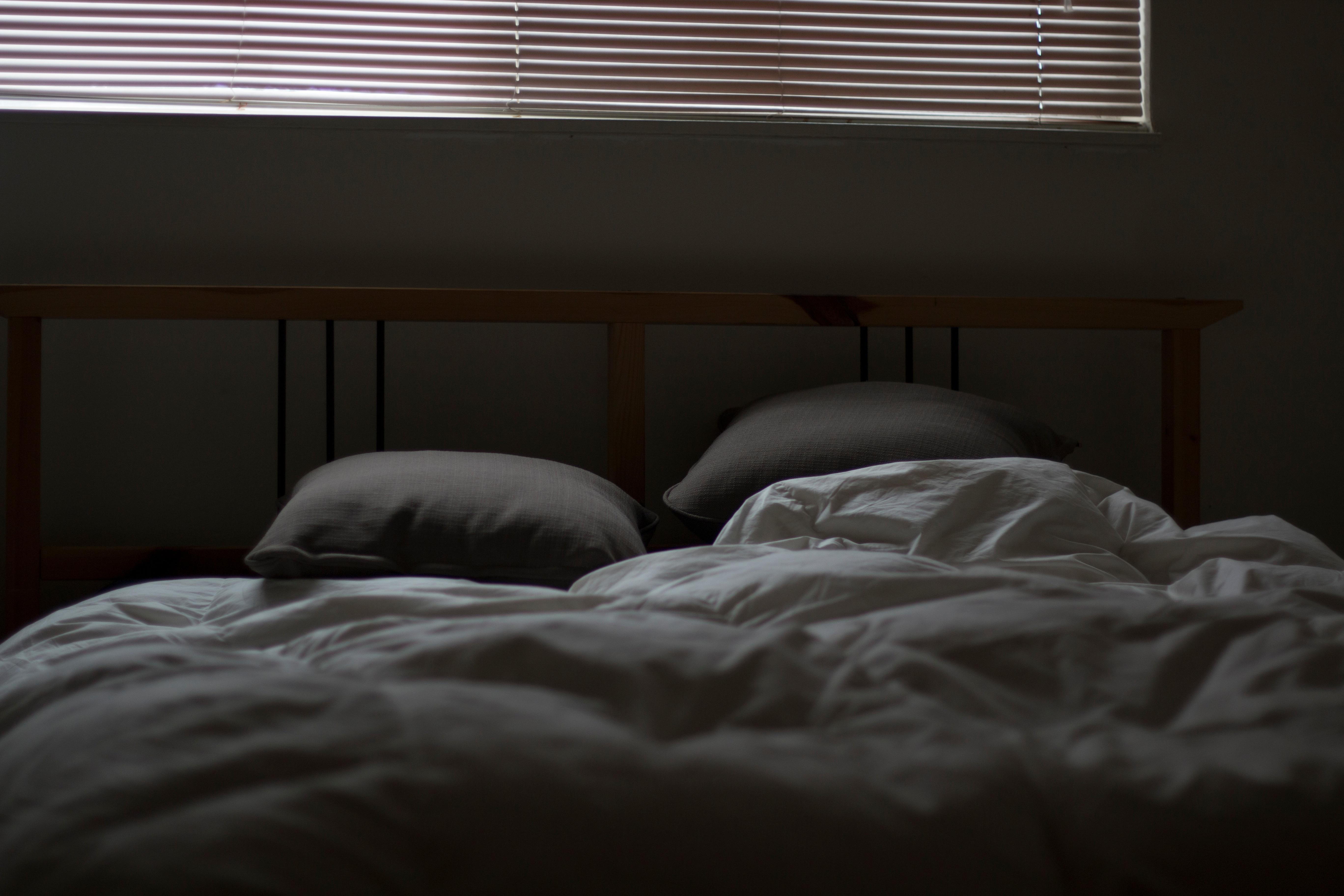 Gambar Jendela Mebel Bantal Kamar Tidur Selimut