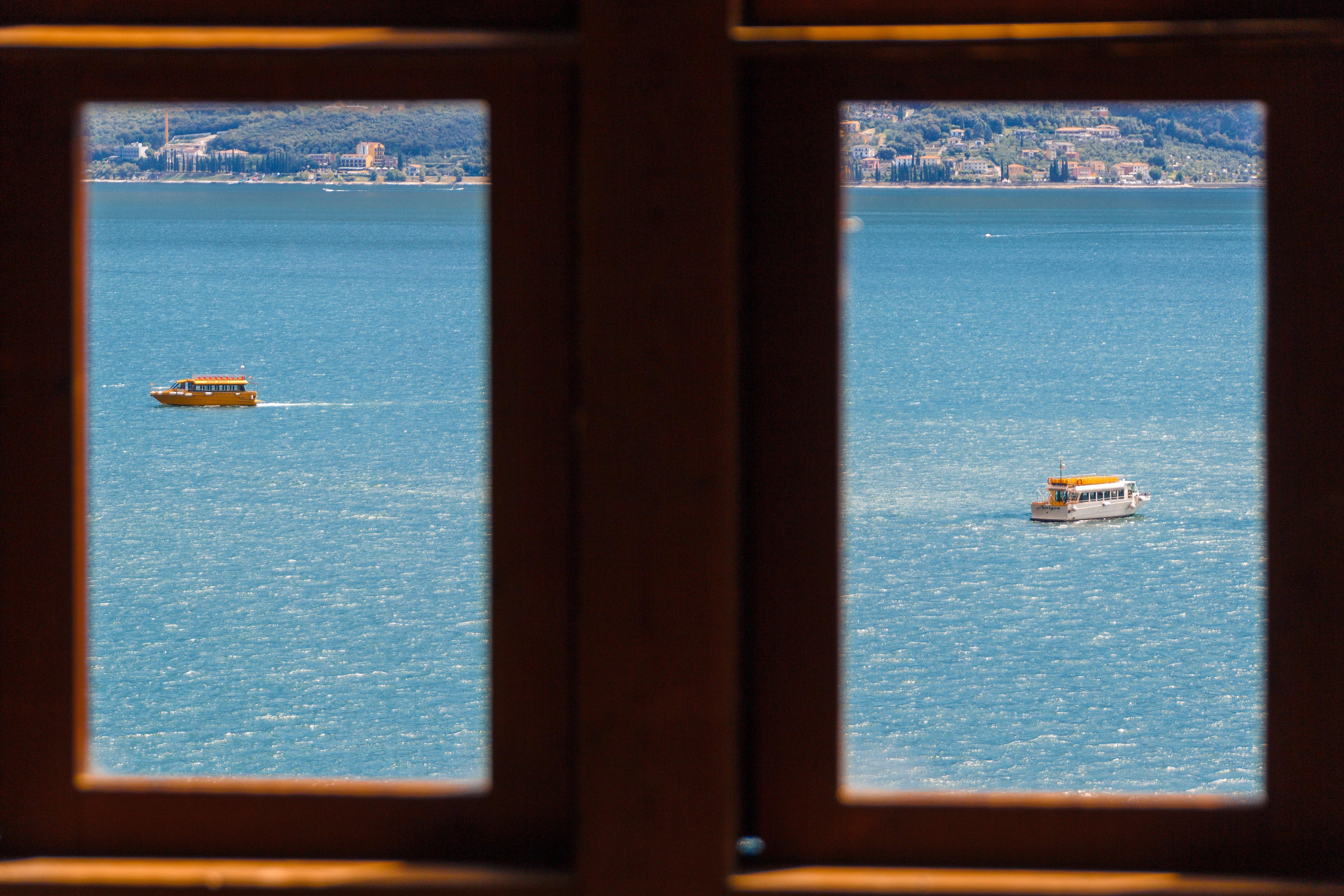 Fotos gratis : ventana, vaso, lago, ver, color, azul, material ...