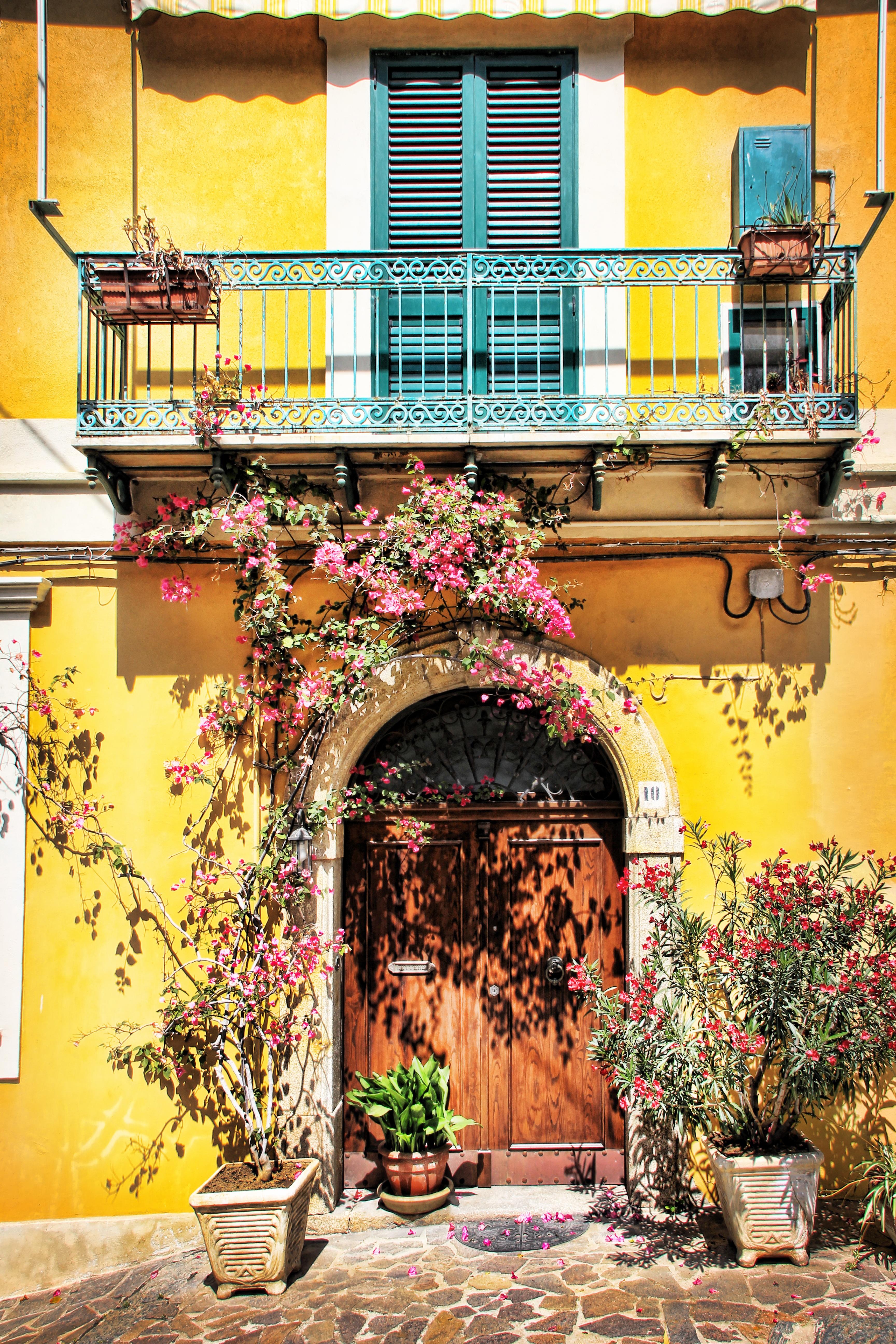 Images gratuites fen tre maison mur balcon couleur fa ade color porte design d - Couleur mur interieur maison ...