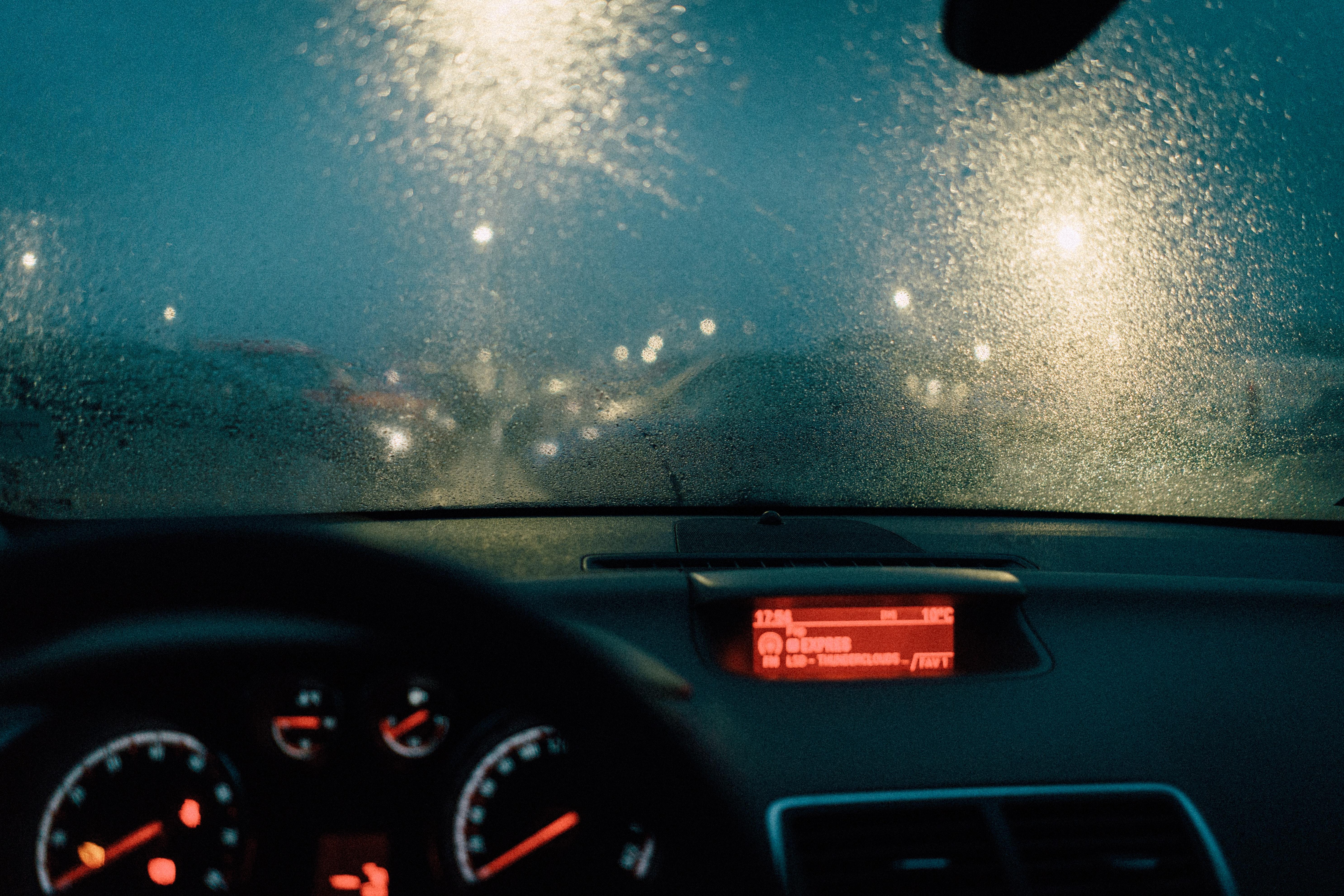 фотографии на стекло машины могут разобраться