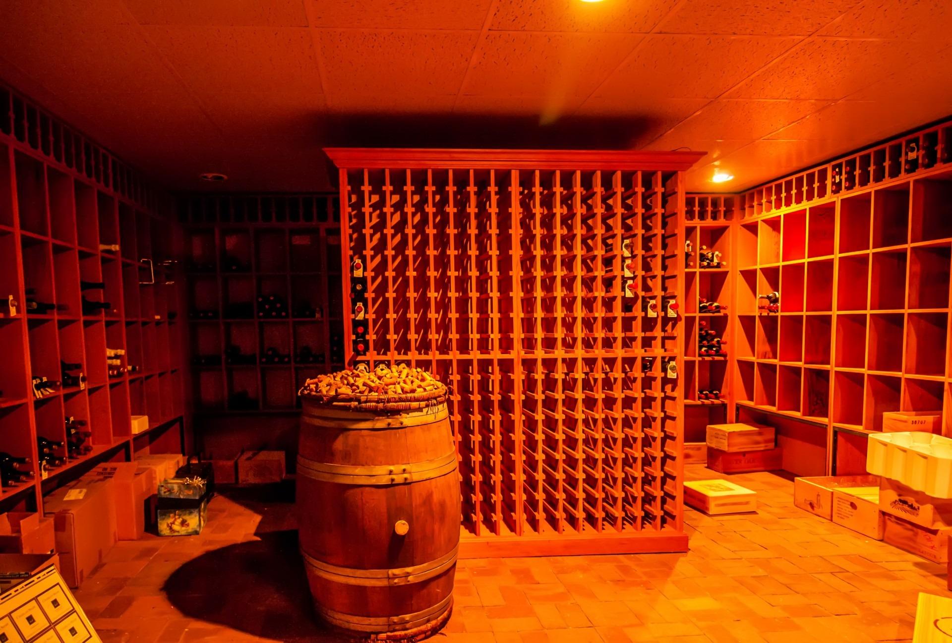Kostenlose foto : Wein, Bar, unter Tage, Orange, Geschäft, Getränk ...