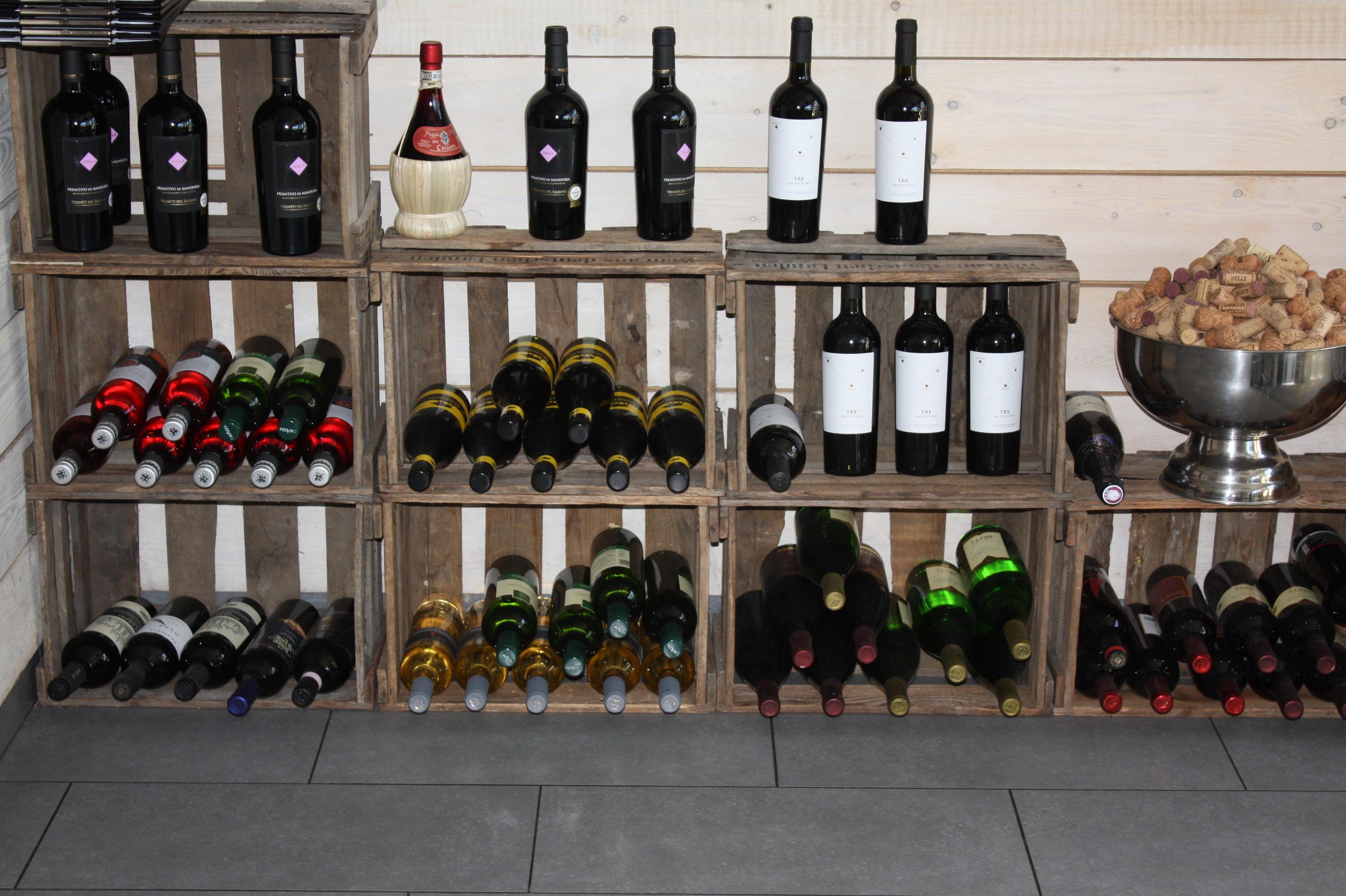 Fotos gratis : decoración, estante, botella de vino, caja de madera ...