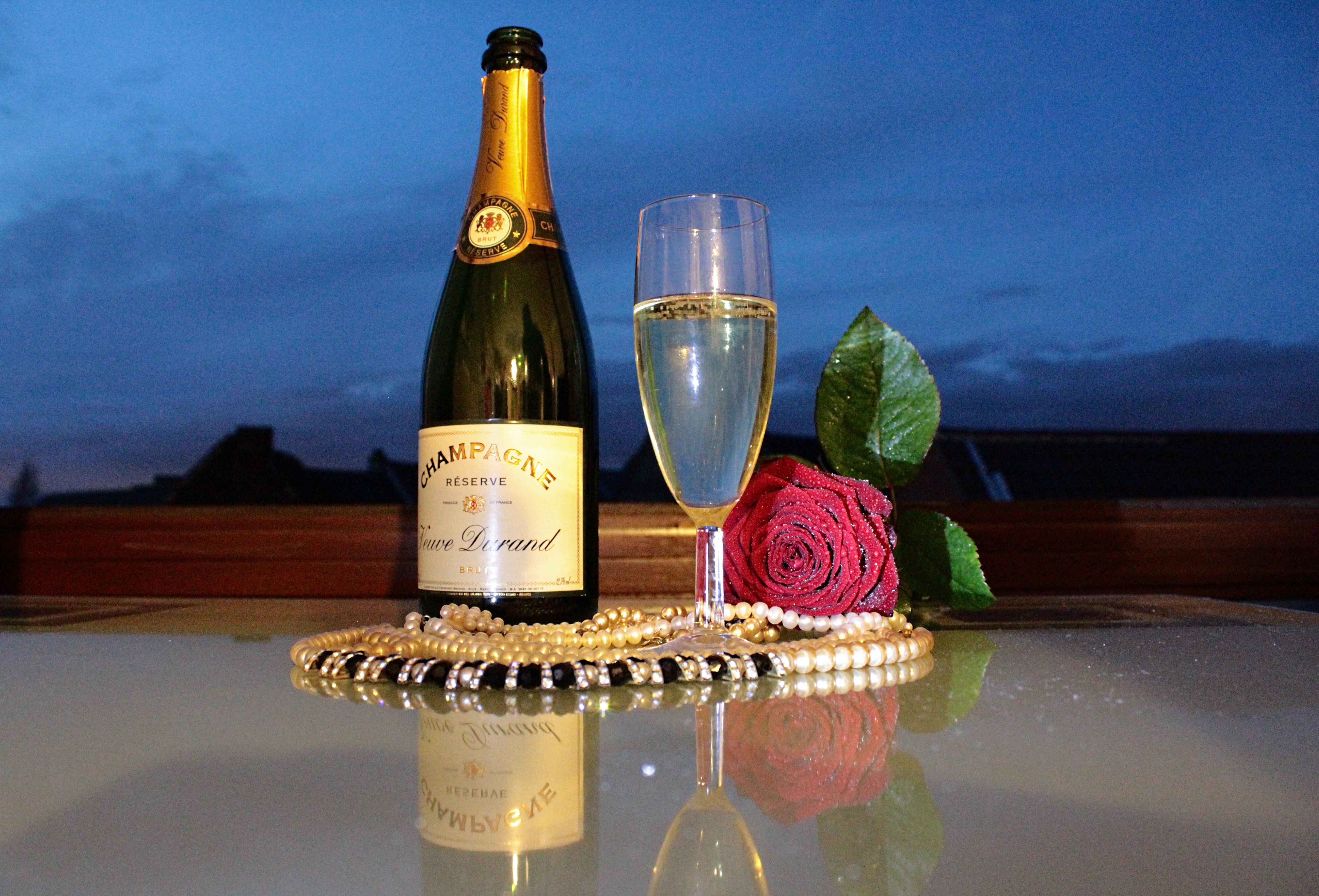 Открытка с днем шампанского