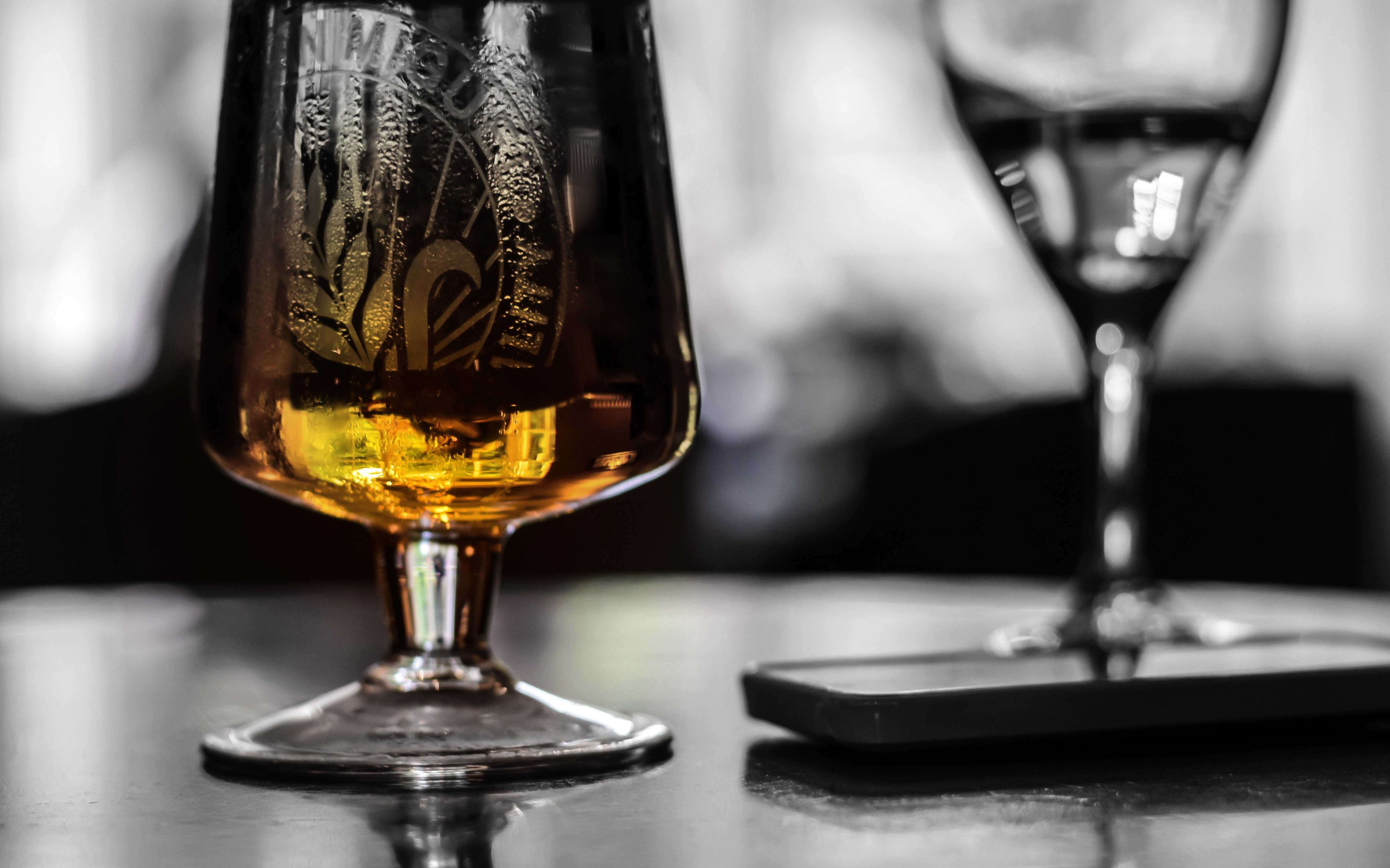 Fotos gratis vaso beber cerveza alcohol copa de vino for Copas para whisky