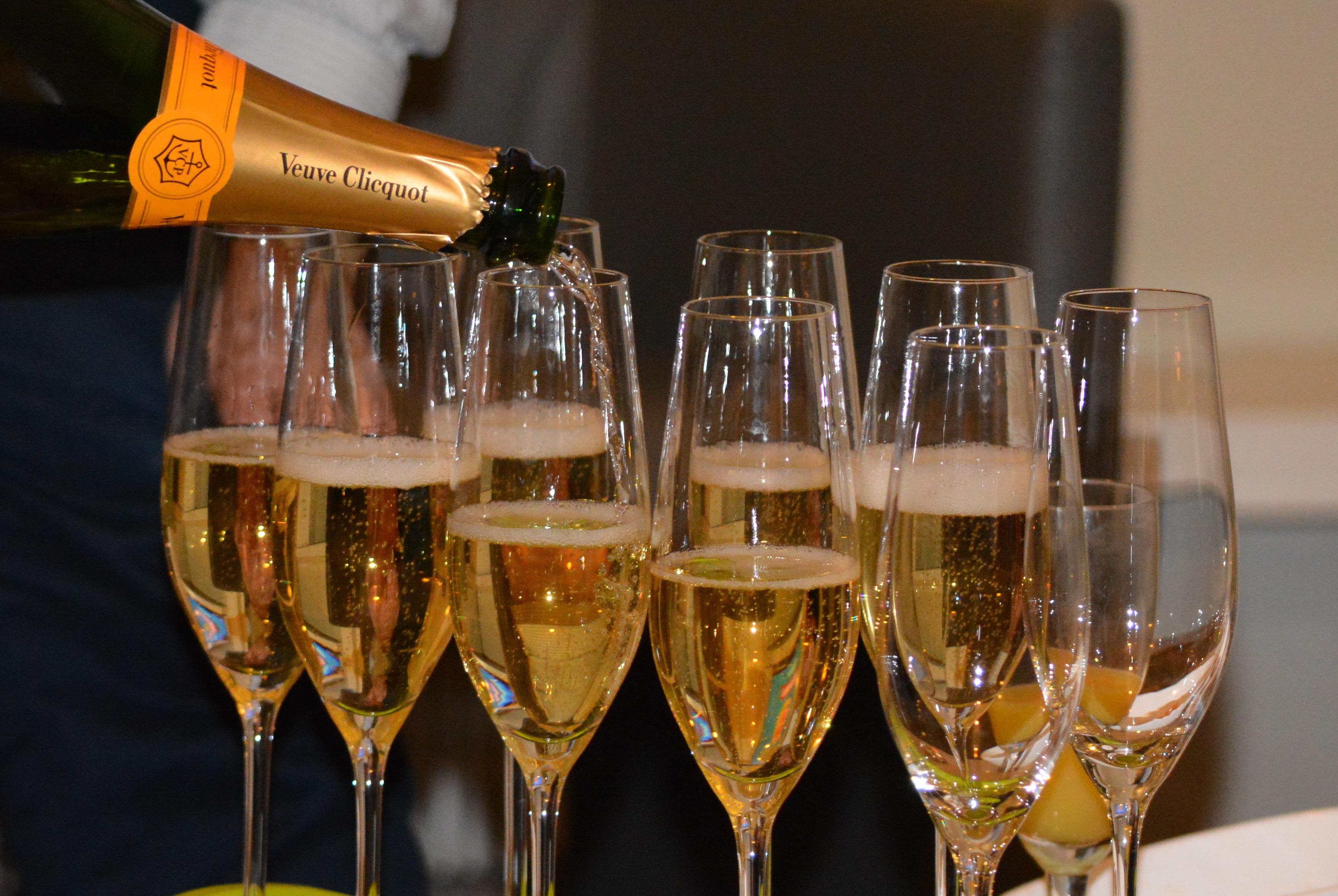 Картинка всем шампанское