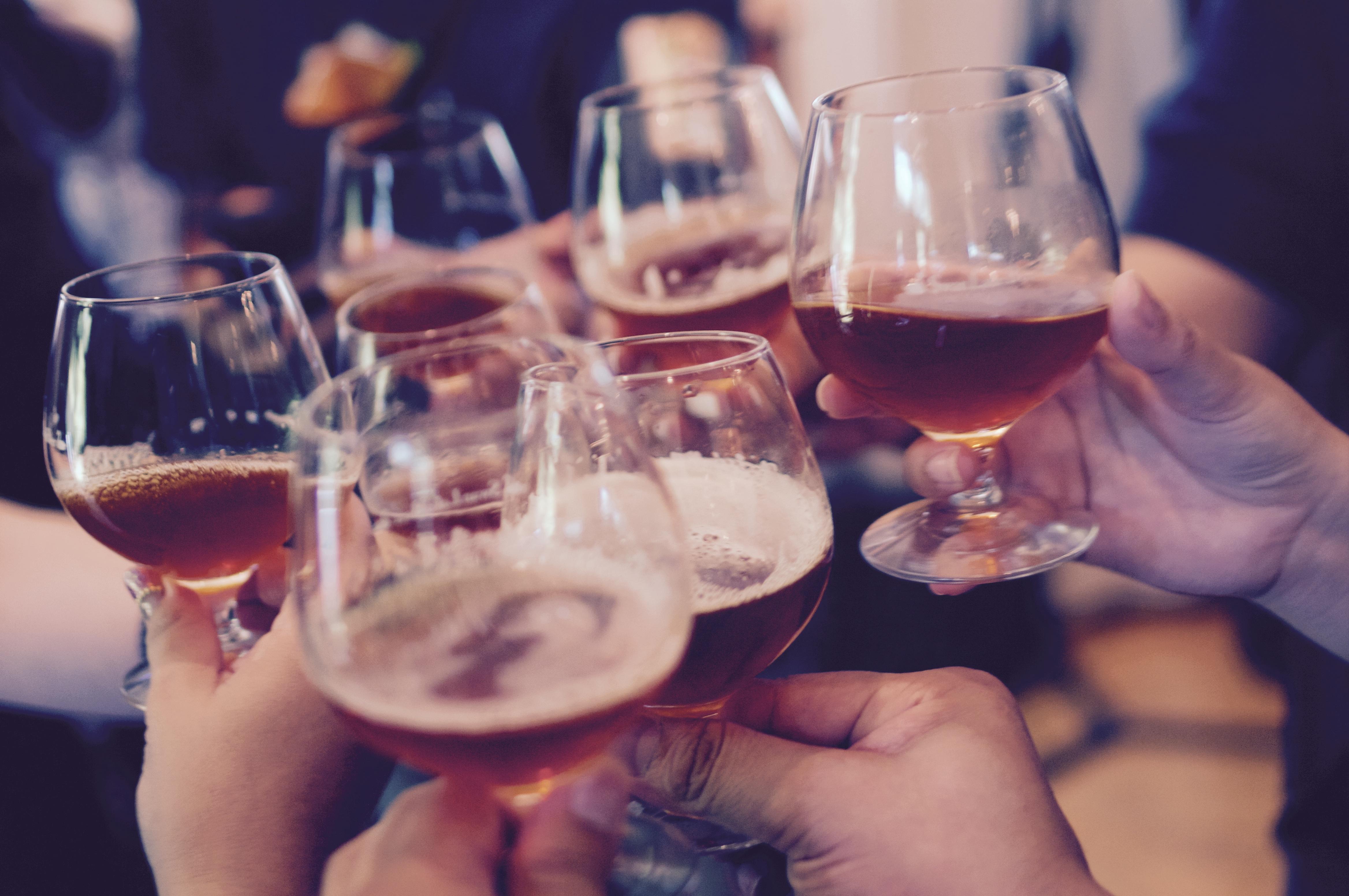 городских фото бокалов с вином в клубе этой связи помощь