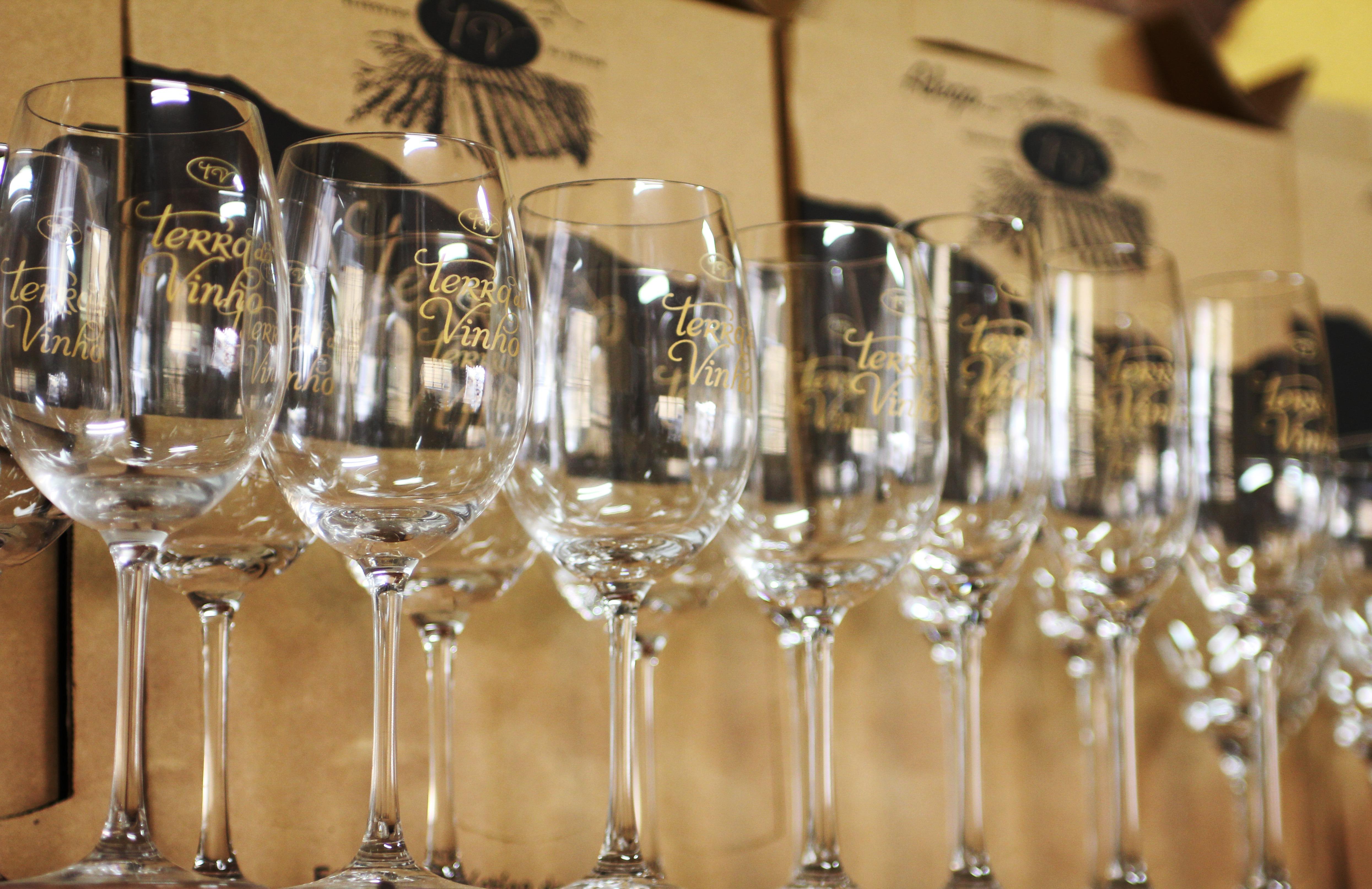 images gratuites du vin restaurant bol clairage verre de vin champagne un verre de vin. Black Bedroom Furniture Sets. Home Design Ideas