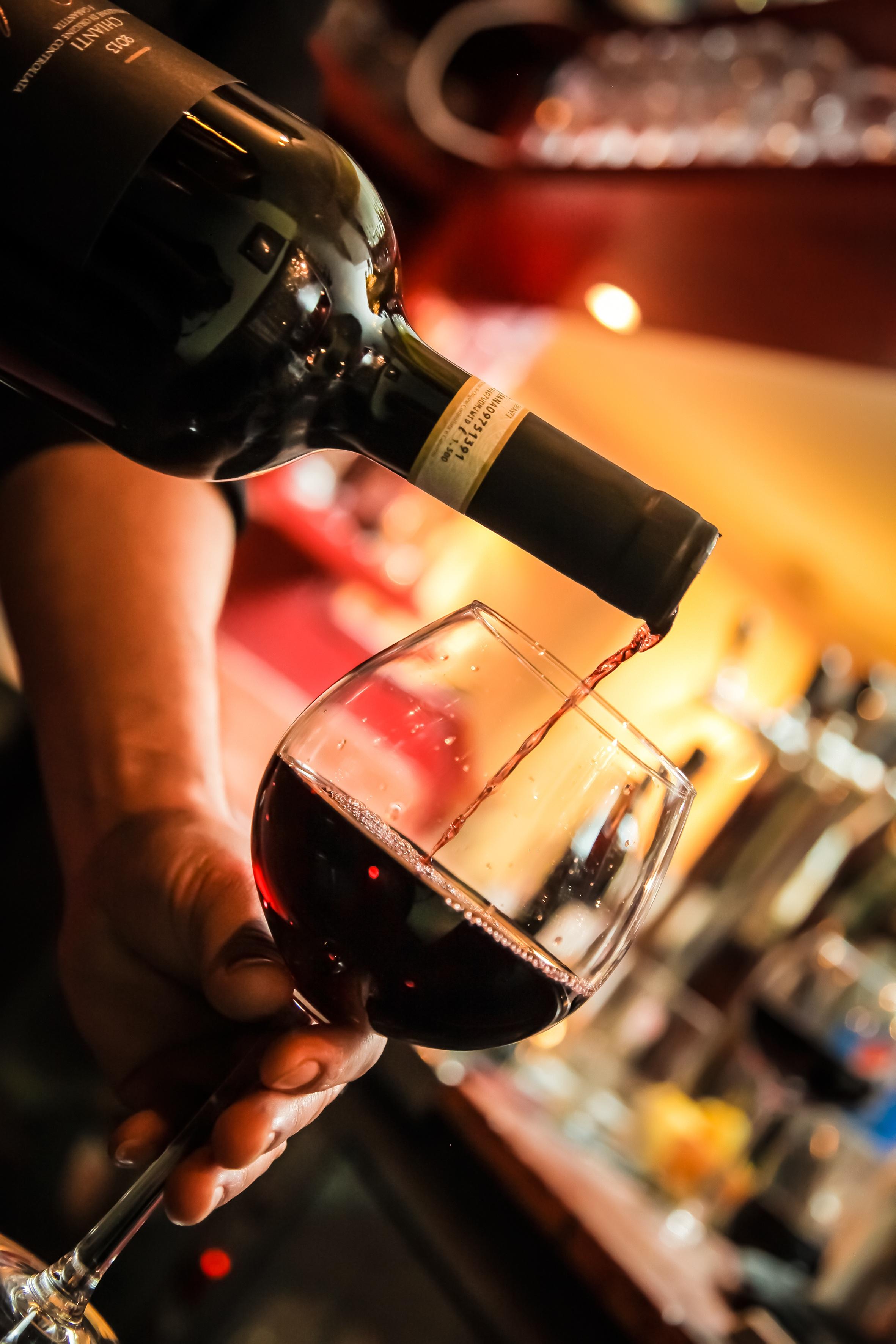 научимся, как картинки по бокальчику вина как оказалось, певица