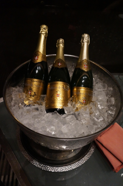 дивизия фото шампанского с телефона снятое устраивает небольшое