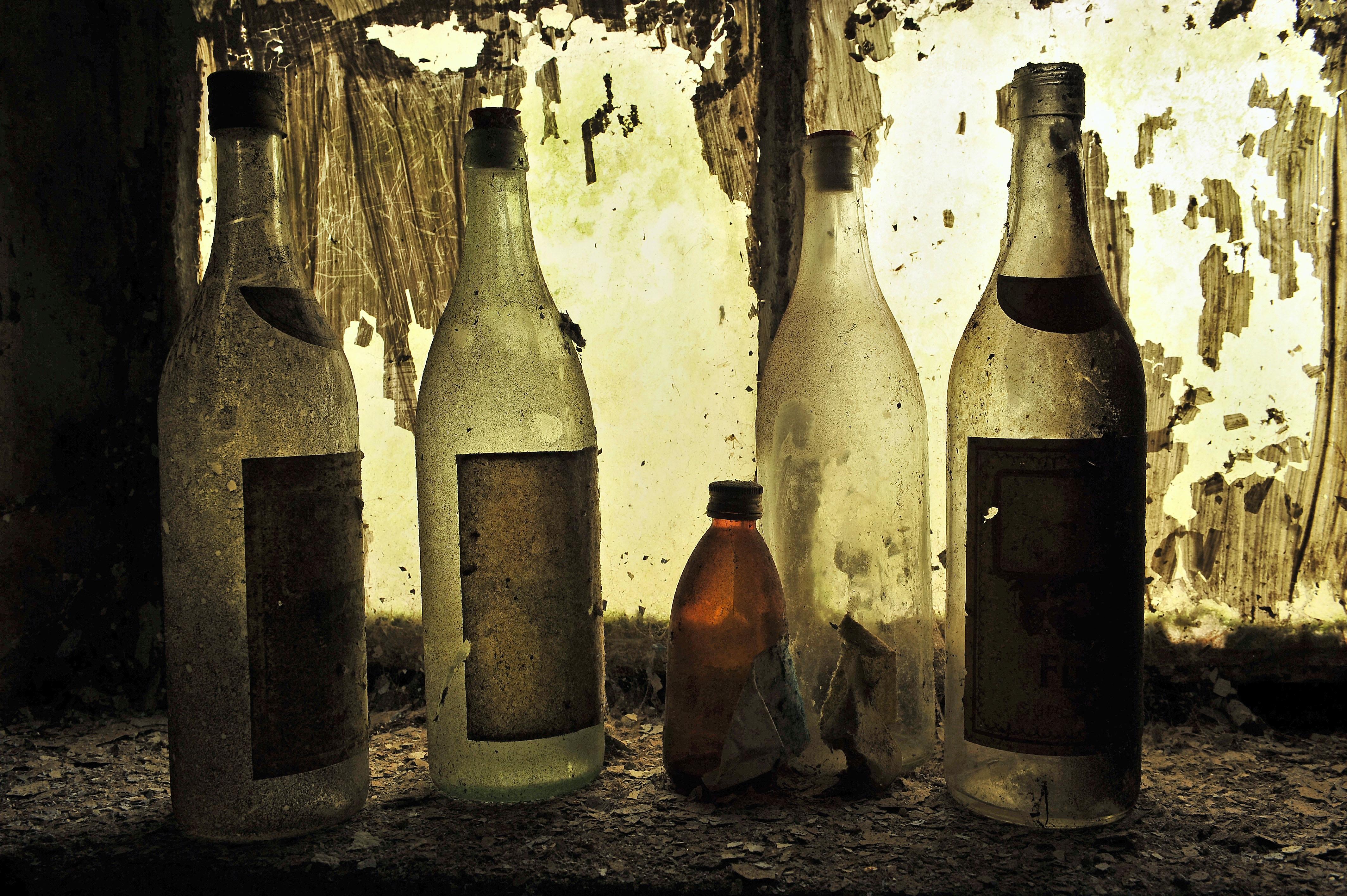 Kostenlose foto : Wein, alt, Getränk, Flasche, leer, Weinflasche ...
