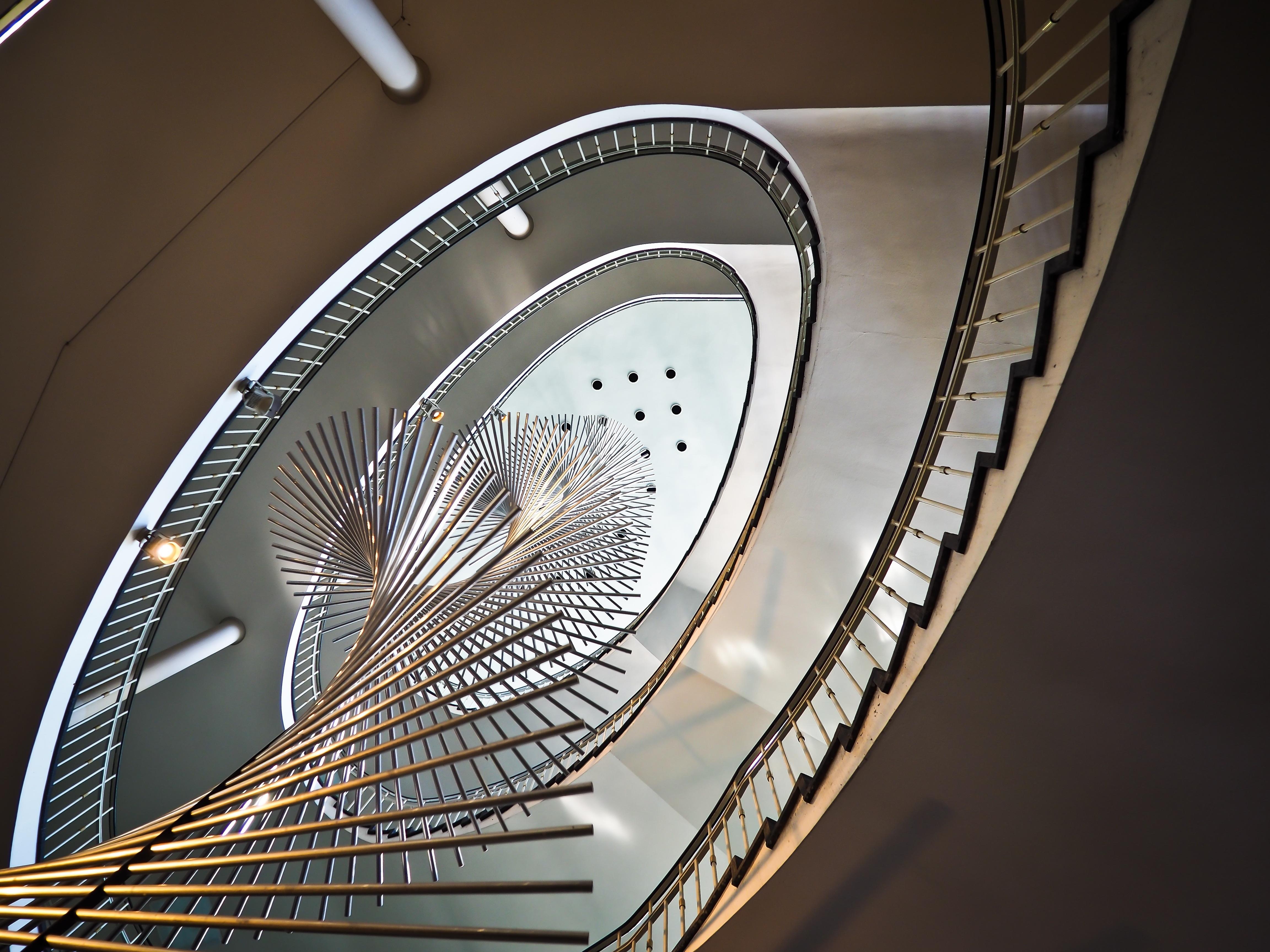 Flügel Licht Die Architektur Struktur Rad Innere Fenster Perspektive Treppe  Decke Geländer Kreis Innenarchitektur Innen Treppe