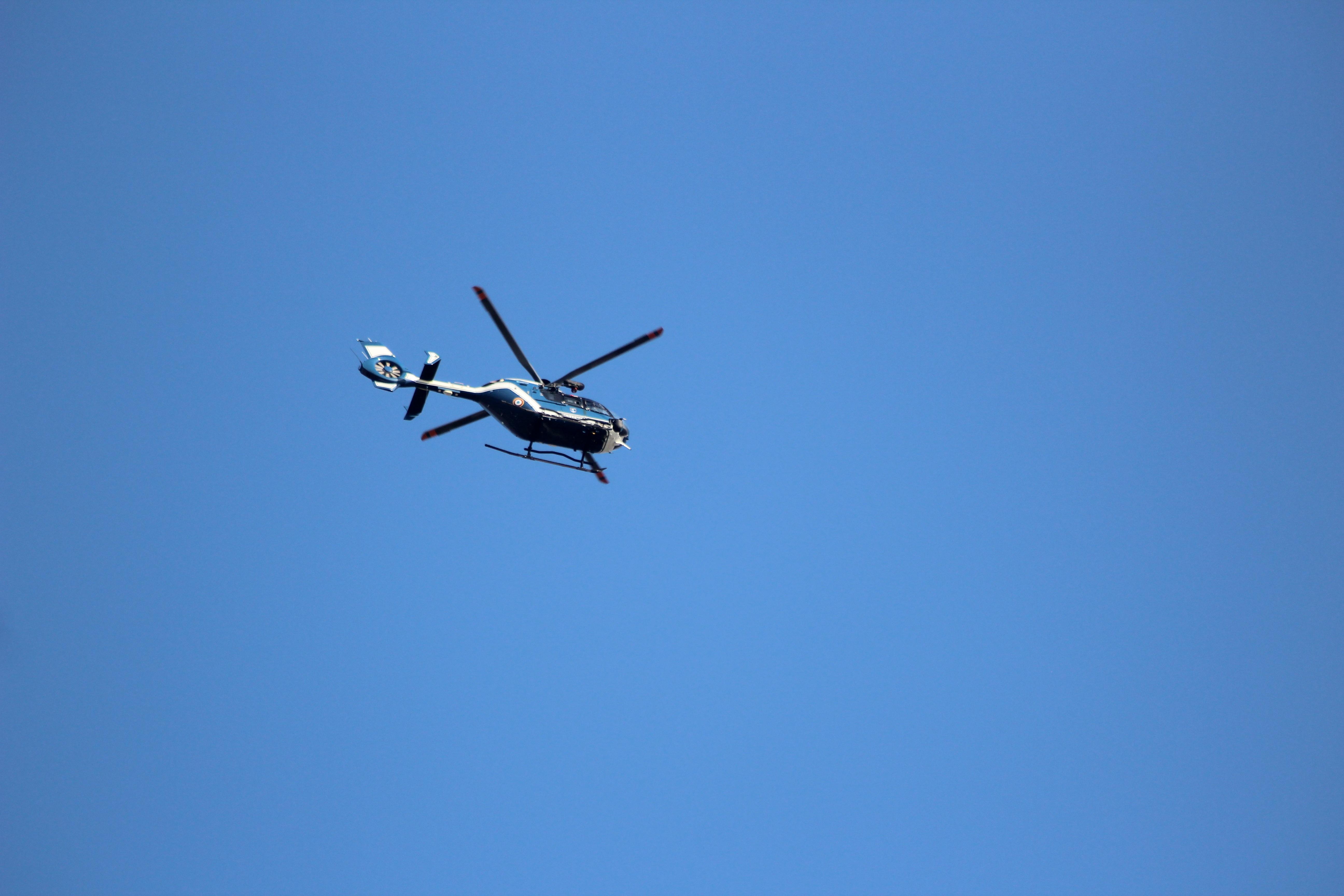 Картинка вертолет в небе