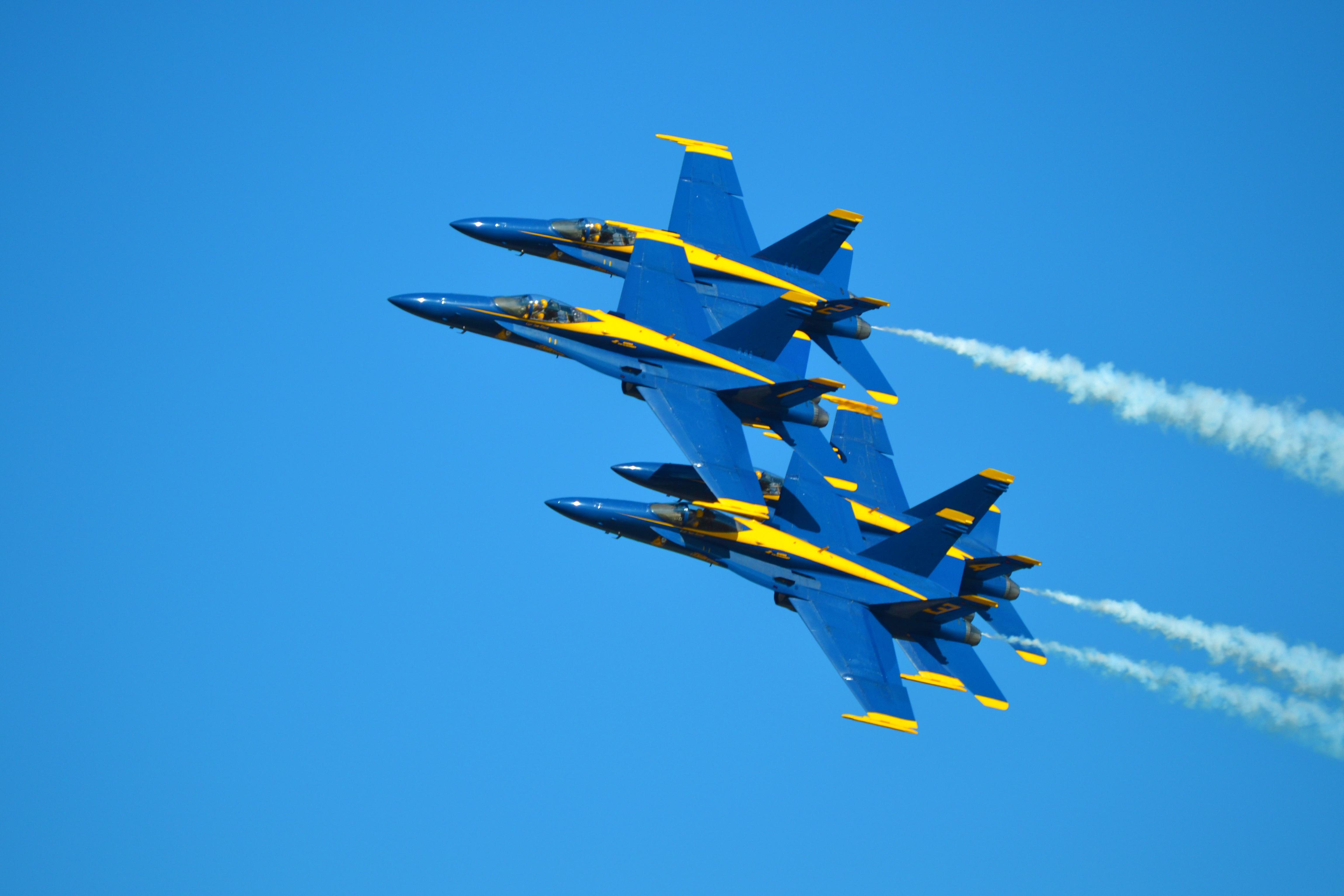 Картинки военные самолеты в небе, смайлики картинки