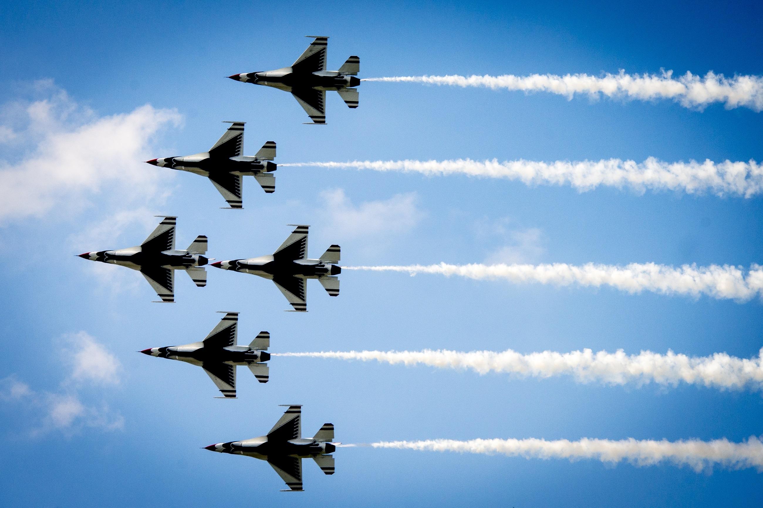 фото военного самолета в небе шоу испортило отвратительное поведение