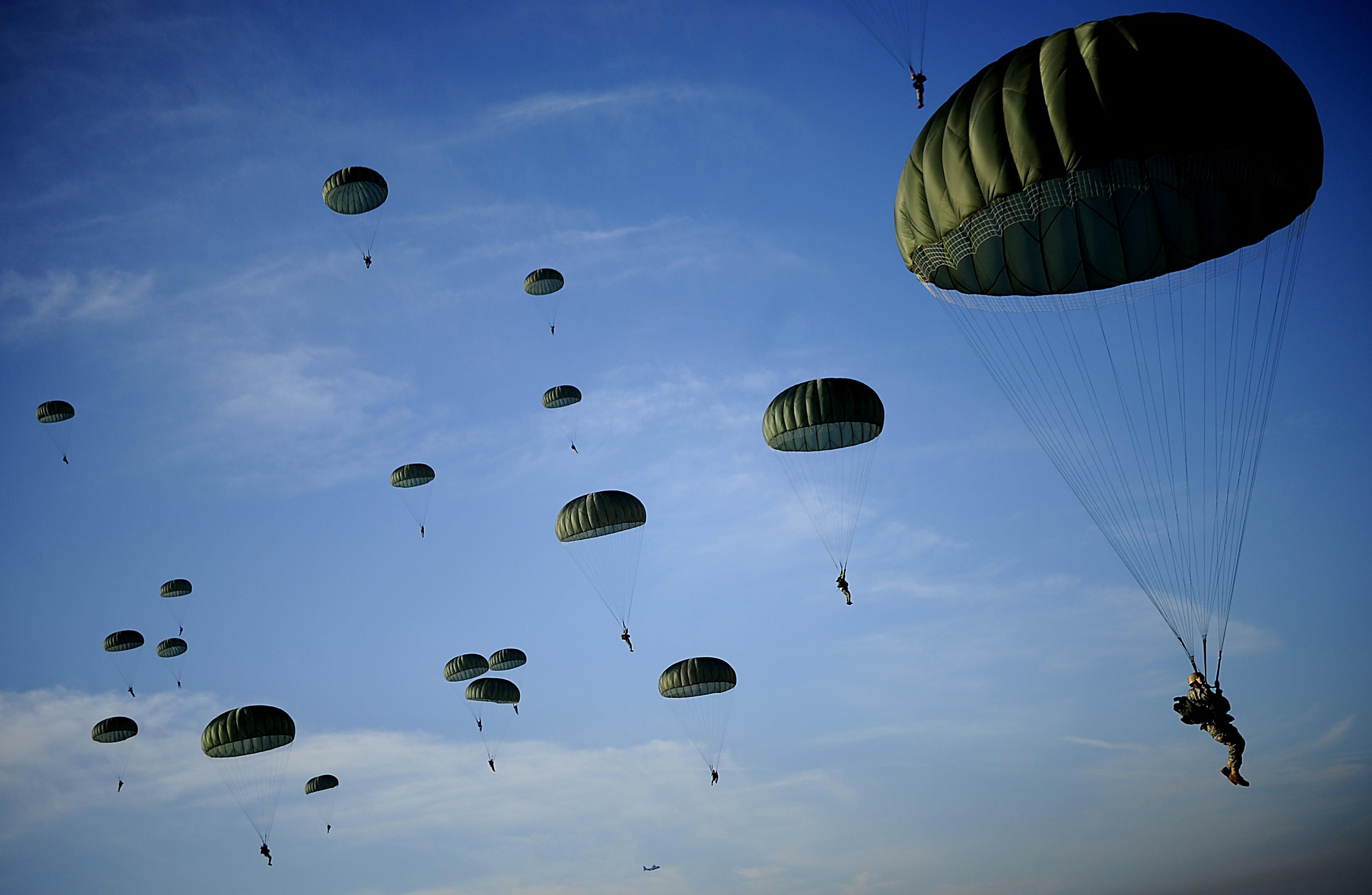 плановые картинка десантники прыжок парашют небо течении целого столетия
