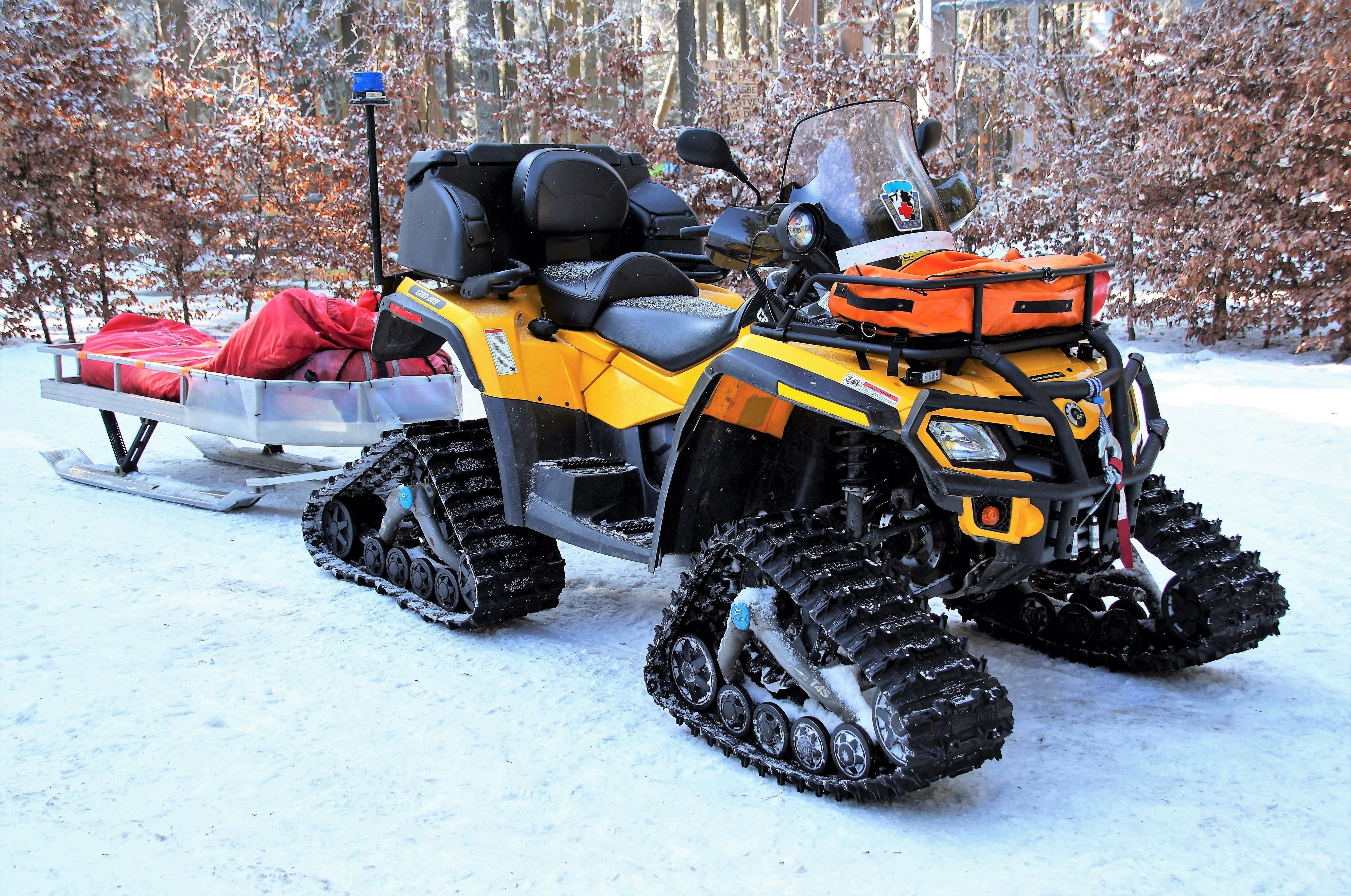 images gratuites hiver voiture moto aidez moi sport d 39 hiver des sports montagnes. Black Bedroom Furniture Sets. Home Design Ideas
