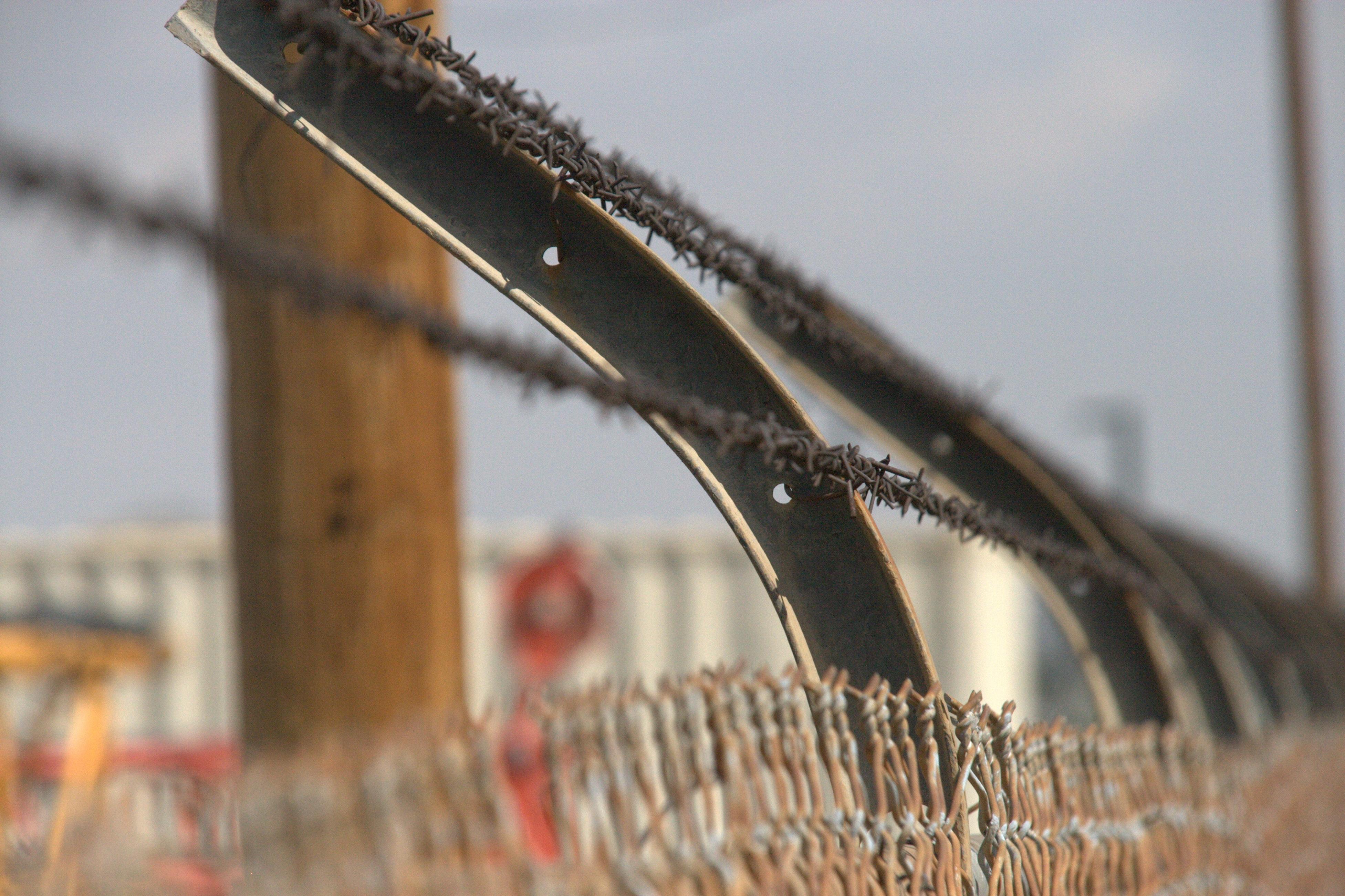 Kostenlose foto : Winter, scharf, Zaun, stehlen, Militär-, Metall ...