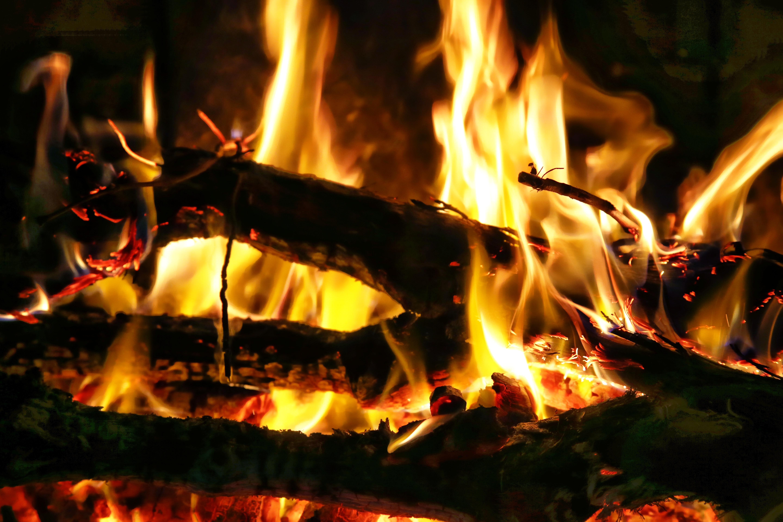 Images gratuites hiver maison flamme chemin e feu de for Cheminee feu de bois