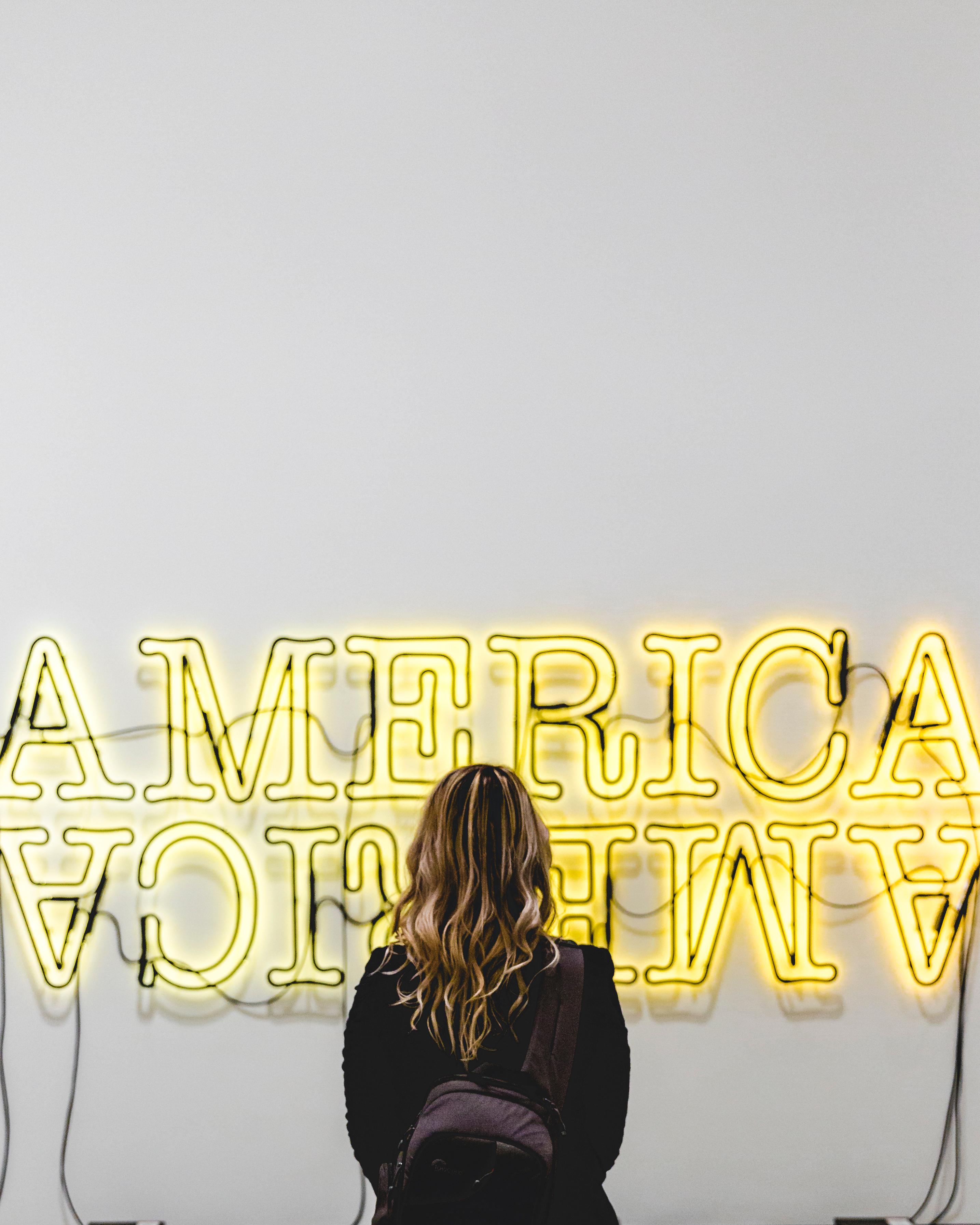 Gambar Wanita Iklan Tanda Amerika Kuning Neon Merek Fon
