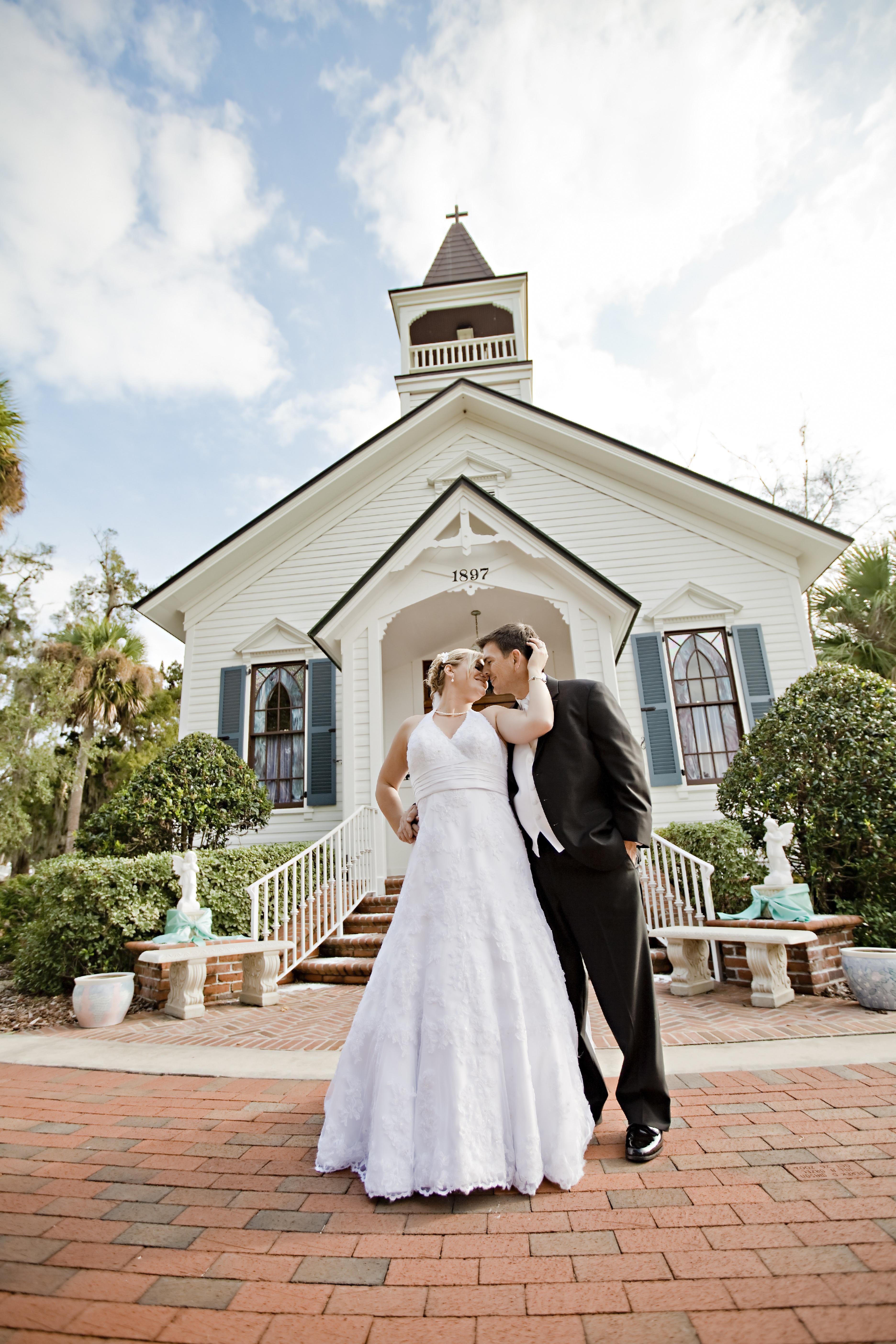 Gambar : wanita, gereja, pernikahan, gaun pengantin, pengantin