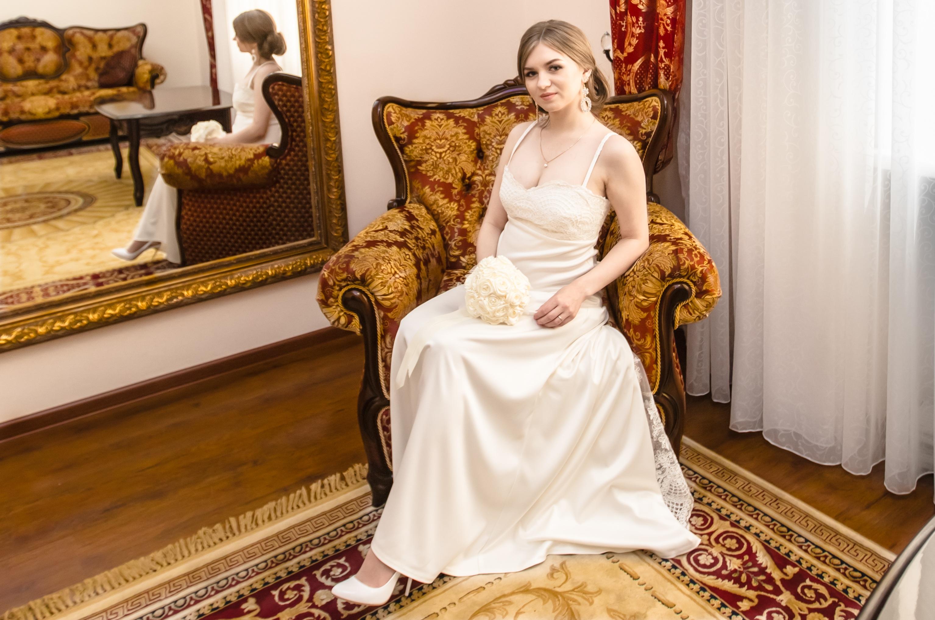 Kostenlose foto : Frau, Zimmer, Hochzeit, Hochzeitskleid, Braut, Ehe ...