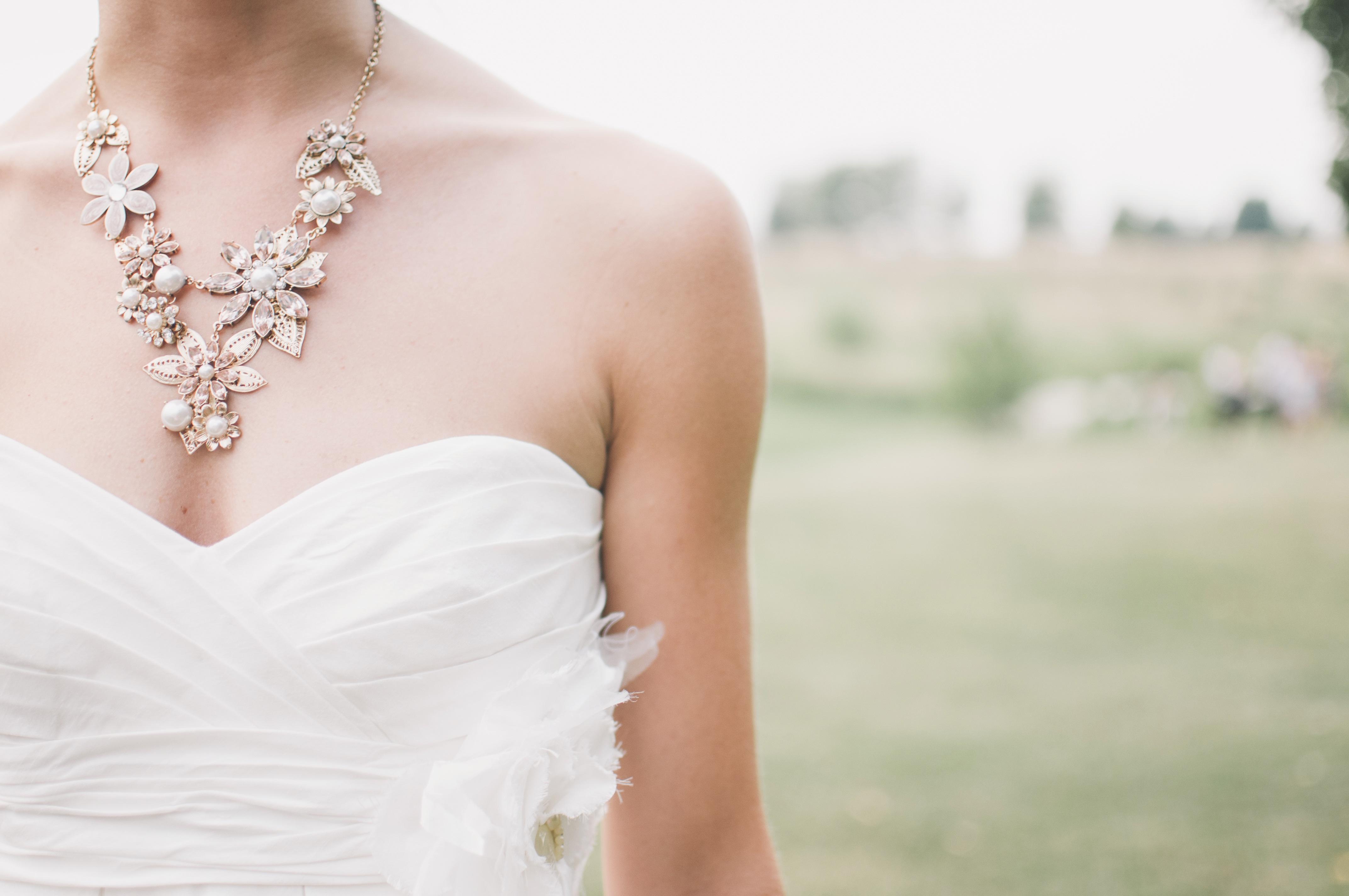 Kostenlose foto : Frau, Blume, Kleidung, Hochzeit, Hochzeitskleid ...