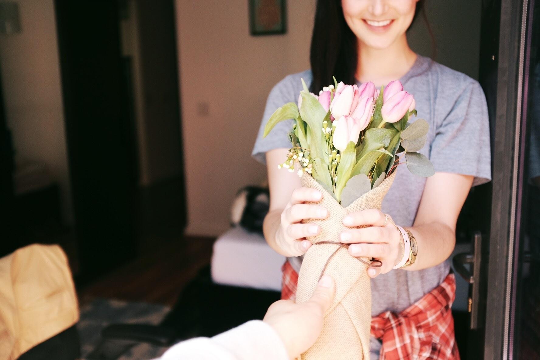 Цветы не в подарить девушке, 300 руб фантомас