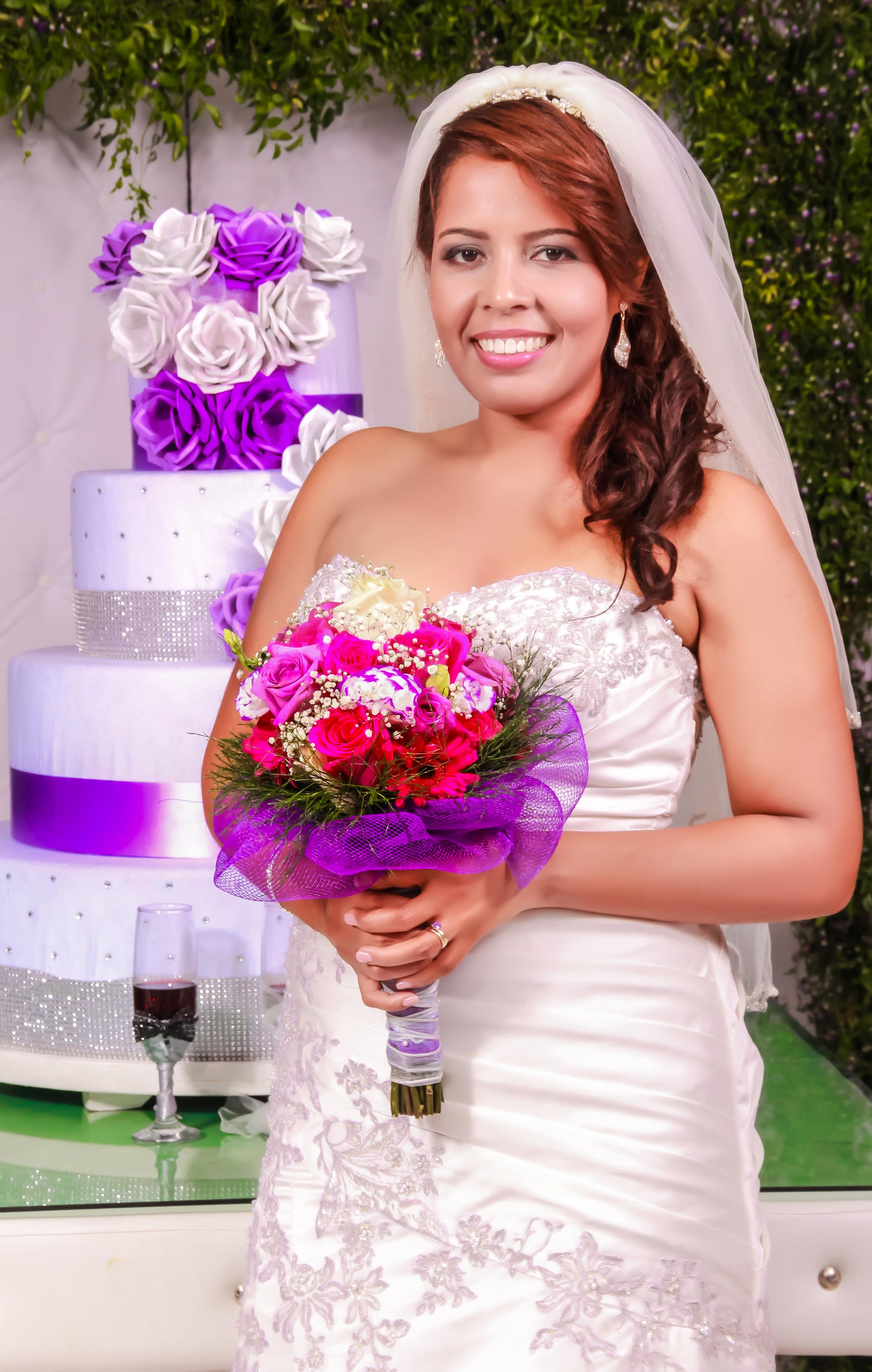 Fotos gratis : mujer, flor, púrpura, rosado, Boda, vestido de novia ...