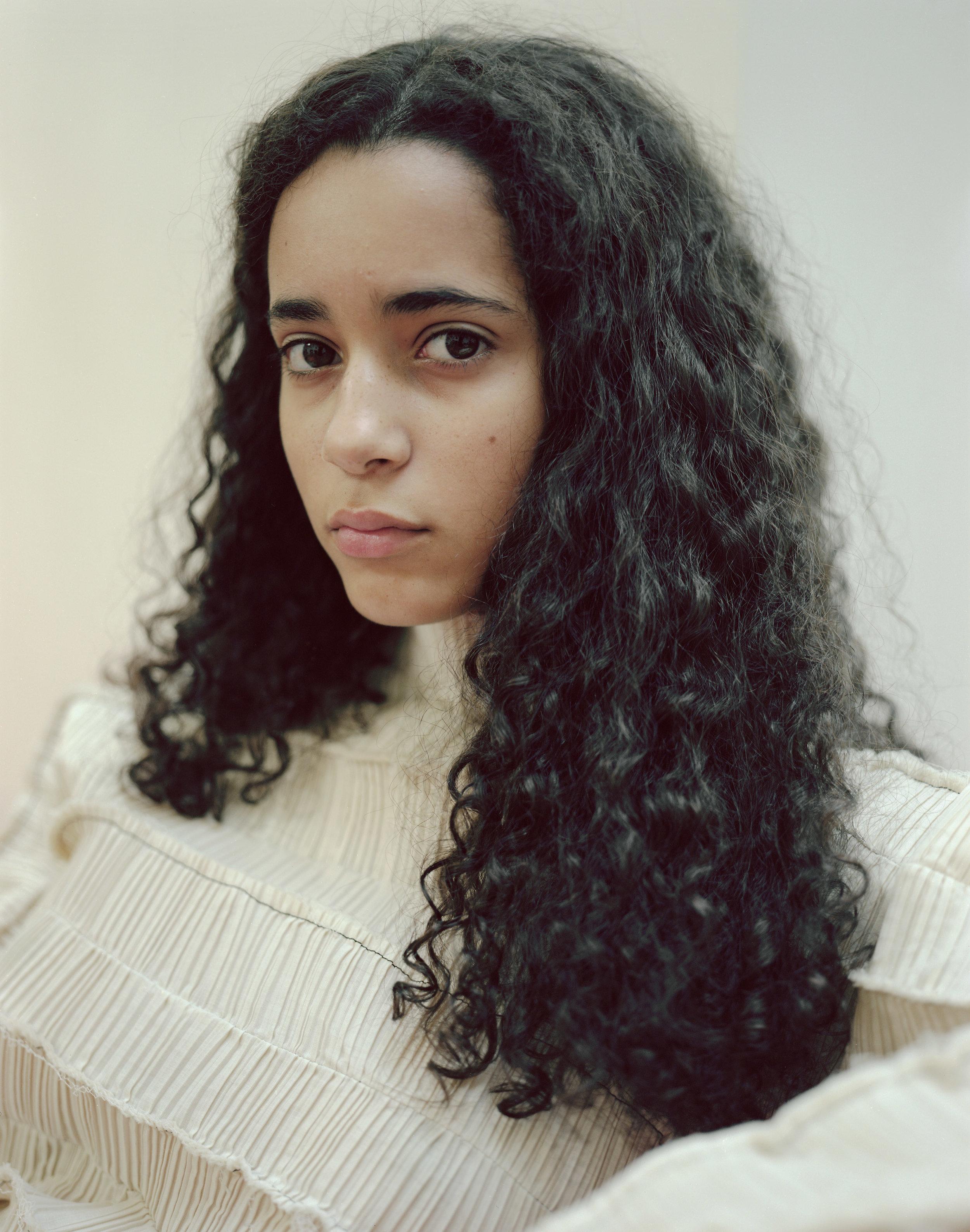 images gratuites femme couleur de cheveux humains beaut coiffure cheveux noirs cheveux. Black Bedroom Furniture Sets. Home Design Ideas