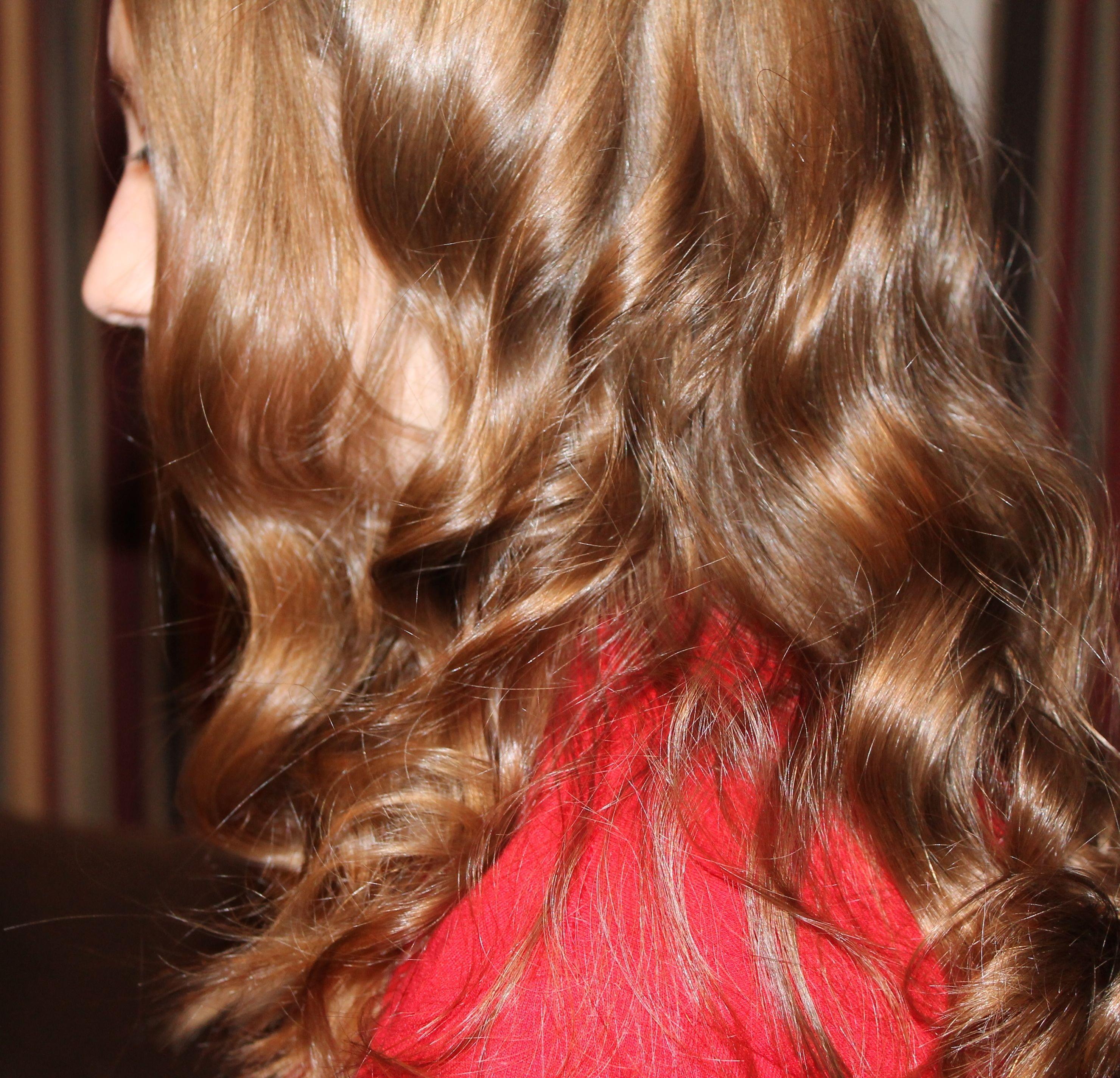 Gambar Wanita Merah Bersinar Berambut Pirang Hairstyle Rambut
