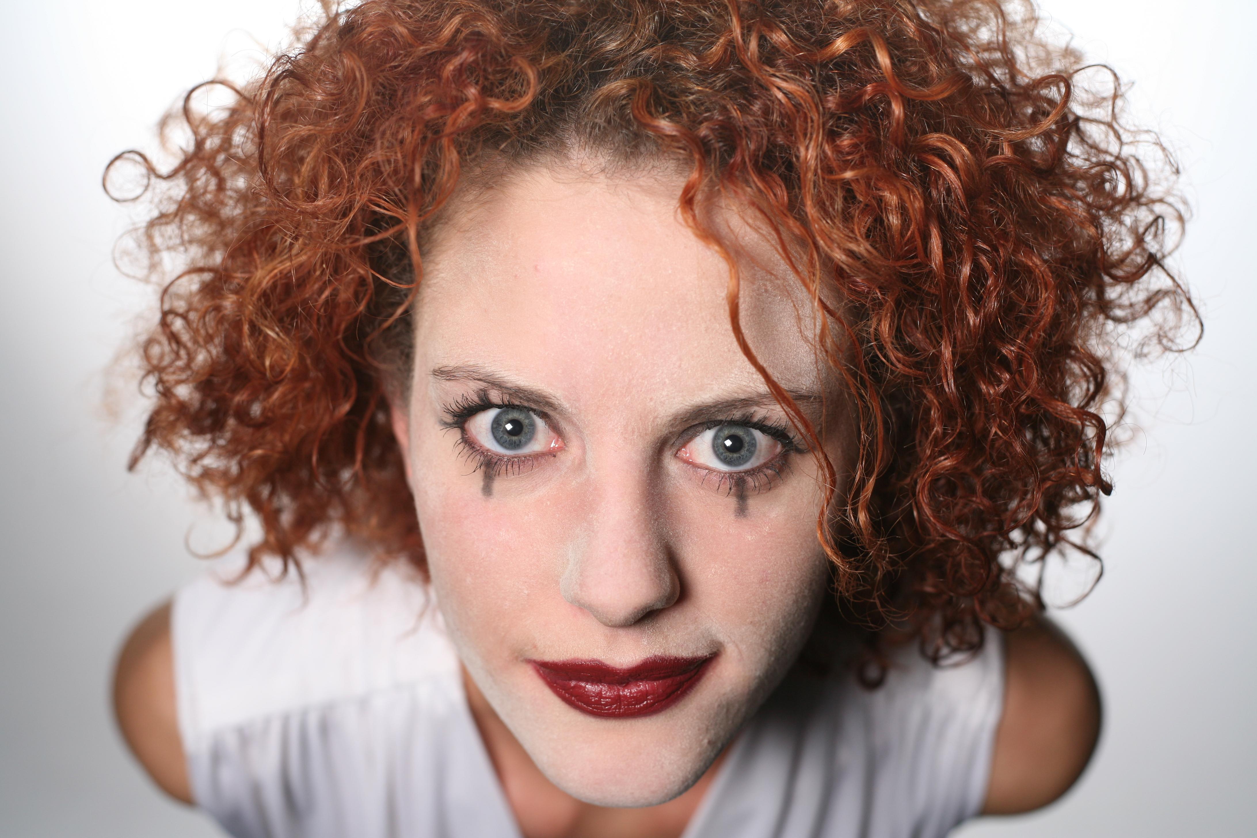 Kostenlose Foto Frau Sänger Porträt Modell Rot Farbe Frisur