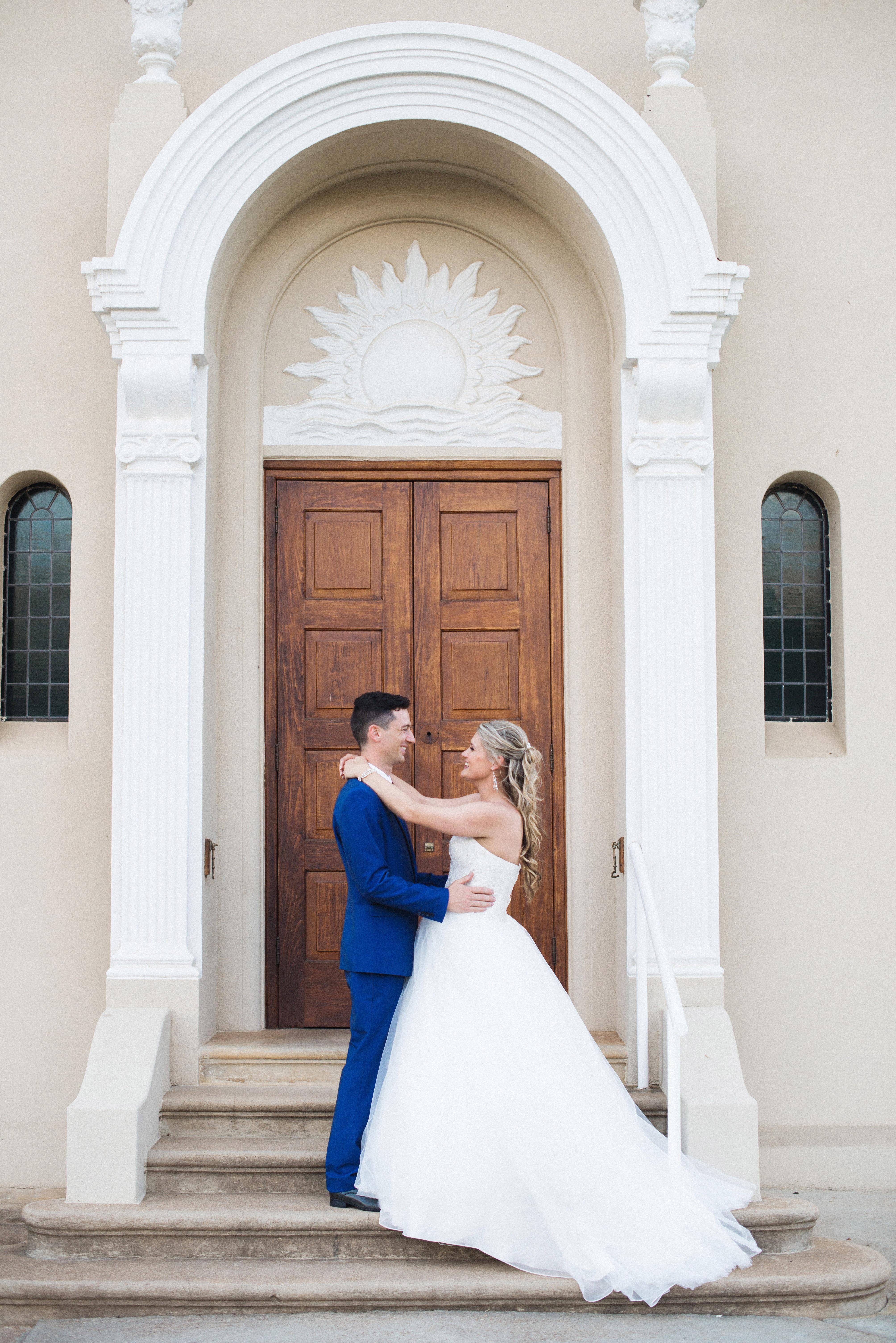 Жених на свадьбе в греческом стиле фото