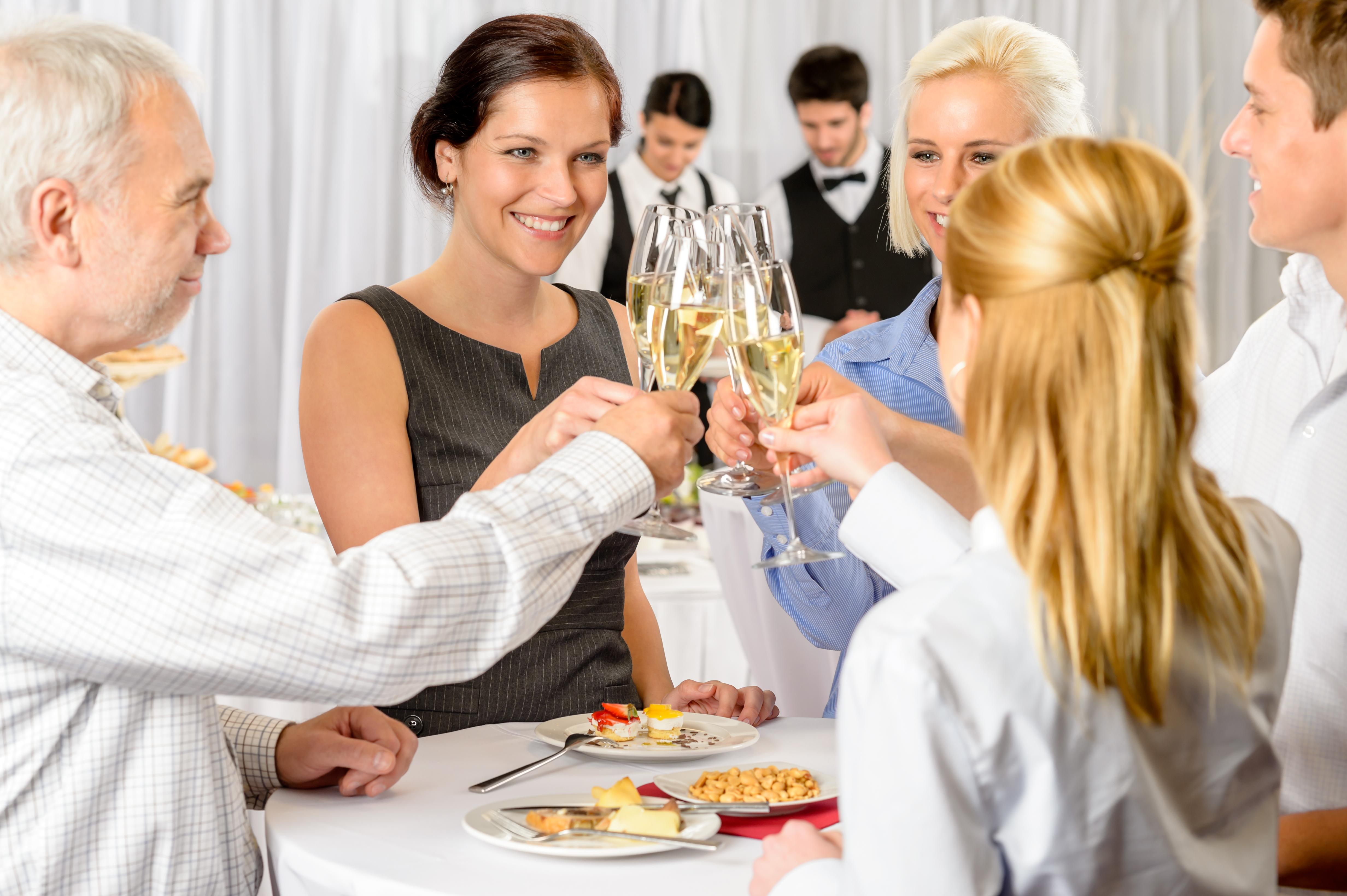 поздравление гостей принимают сути, меркель движется