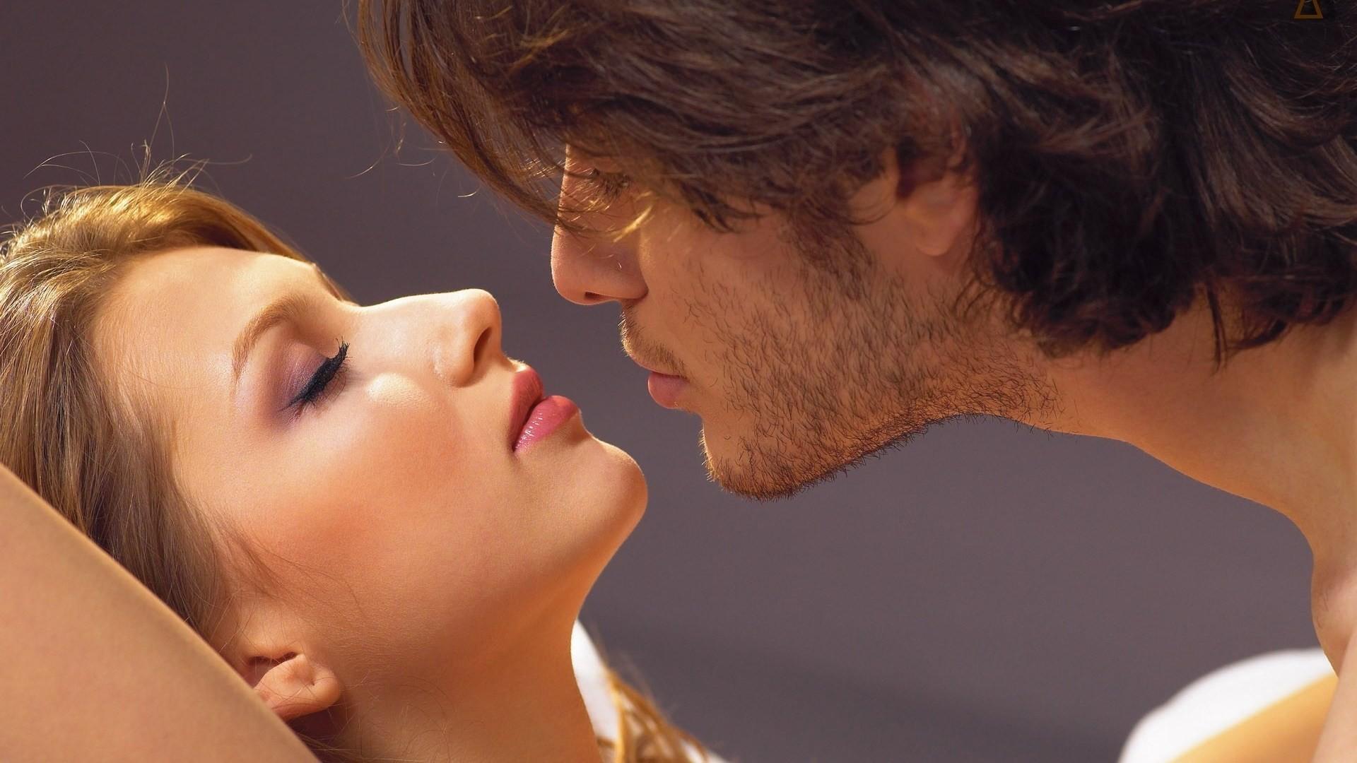 Поцелуй мужчины и женщины картинки прикольные