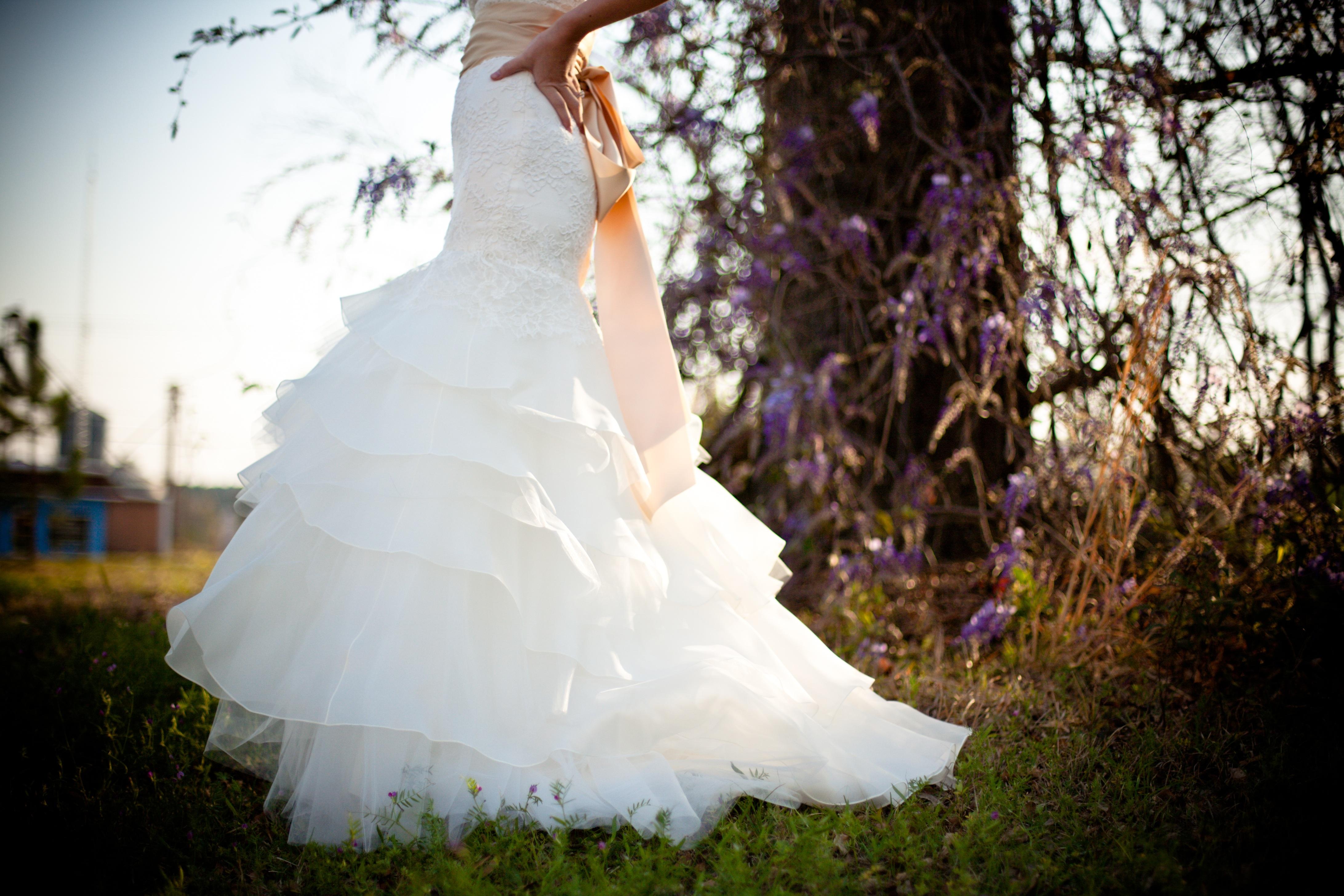 fe61201d8148 kvinde hvid fotografering blomst kvinde mode tøj bryllup bryllupskjole brud  Brudgom ceremoni kjole fotografi stil elegant