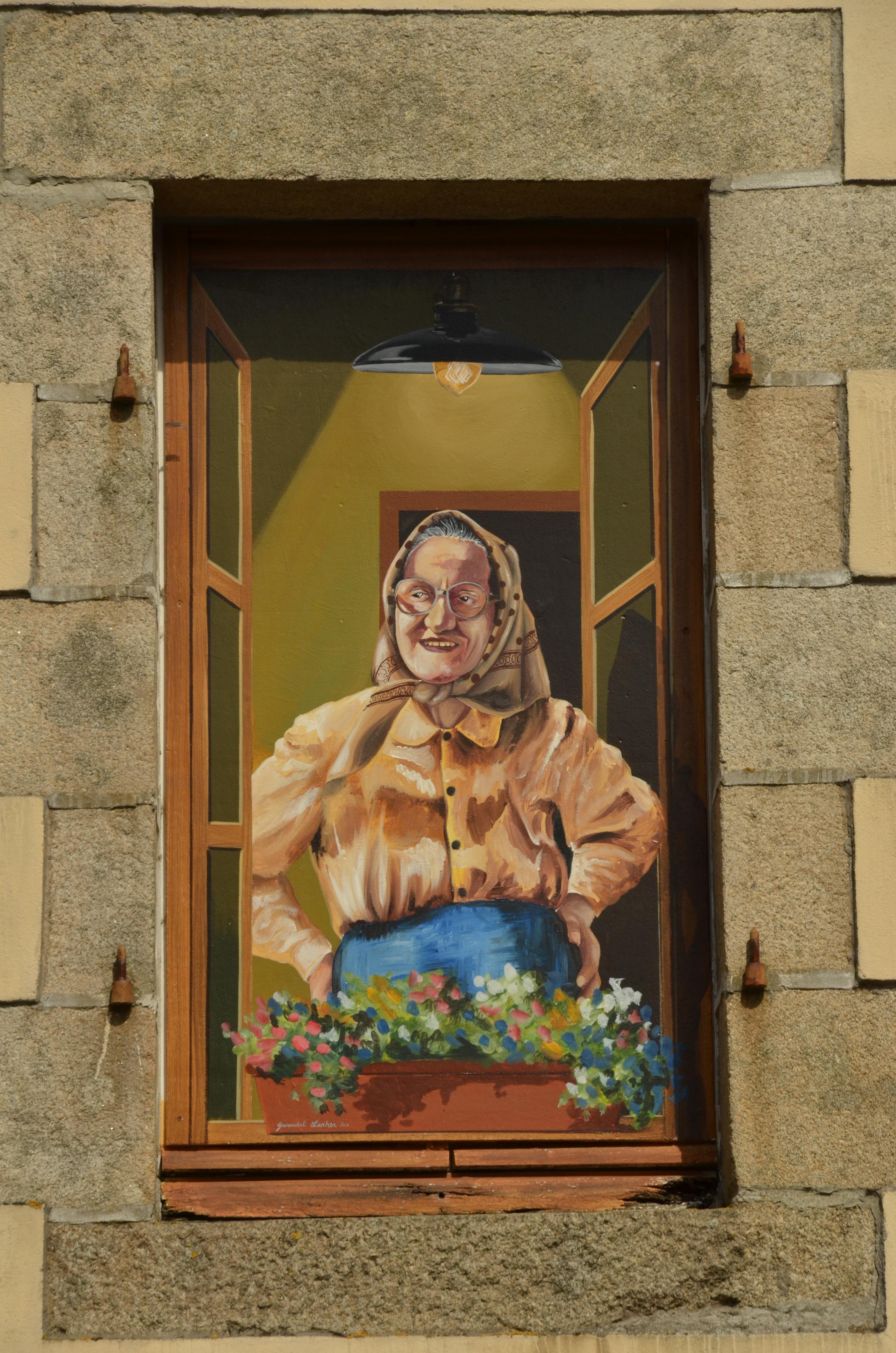 Fotograf Kadin Pencere Bardak Eski Renk Duvar Yazisi