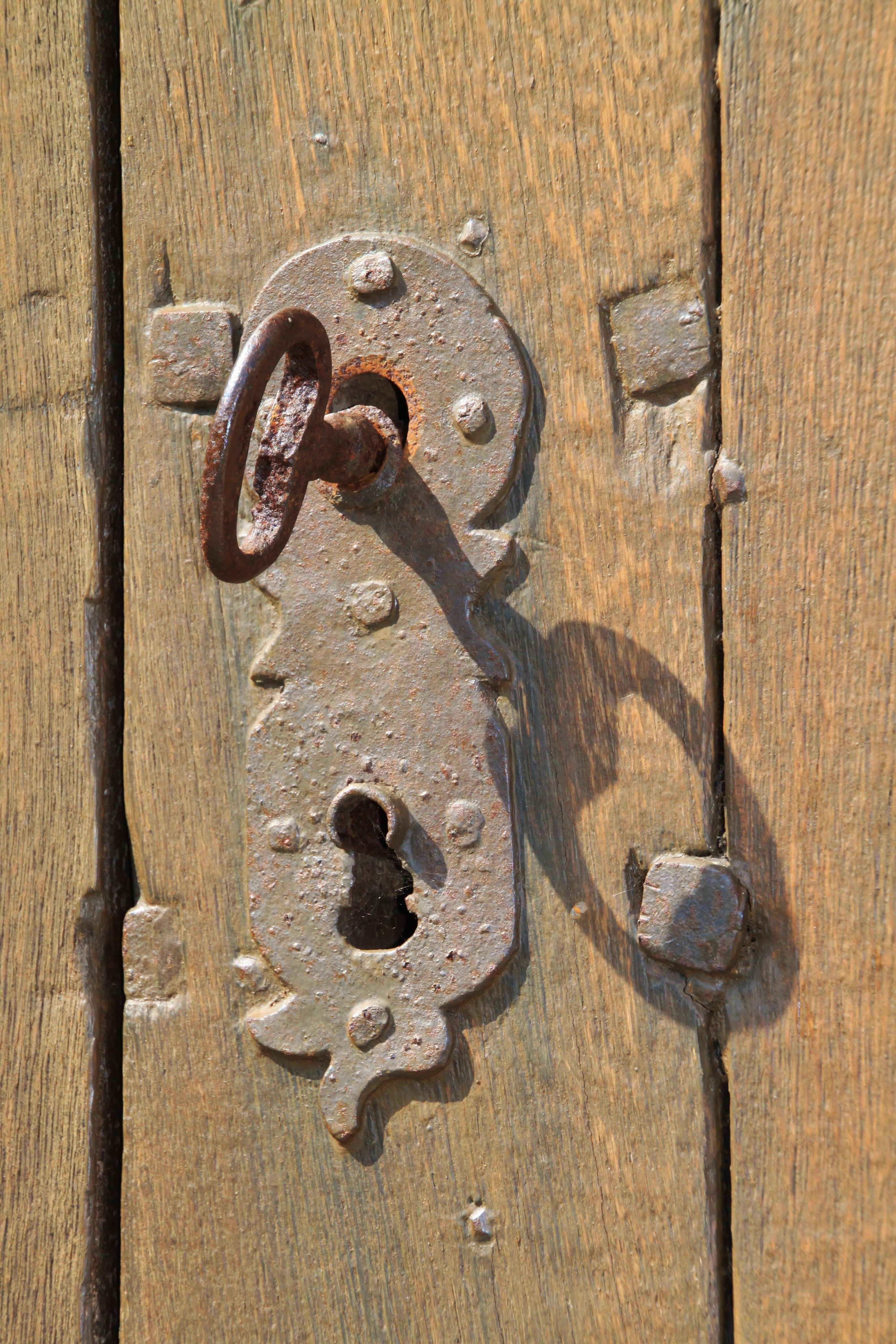 Foto raf ah ap antik tah l numara eski metal kale - Llaves antiguas de puertas ...