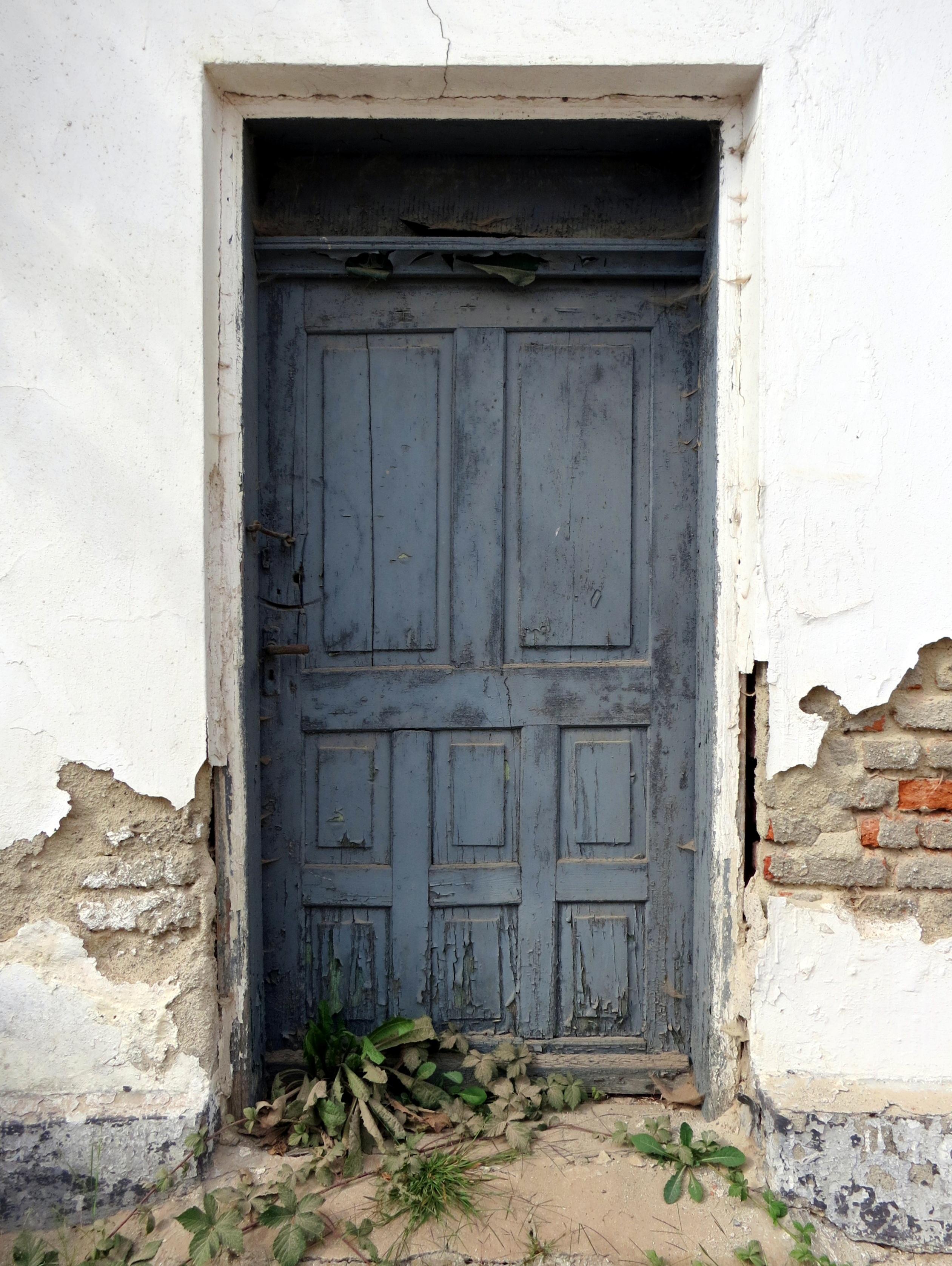 Fotos gratis antiguo casa textura ventana callej n for Pintar ventanas de madera exterior