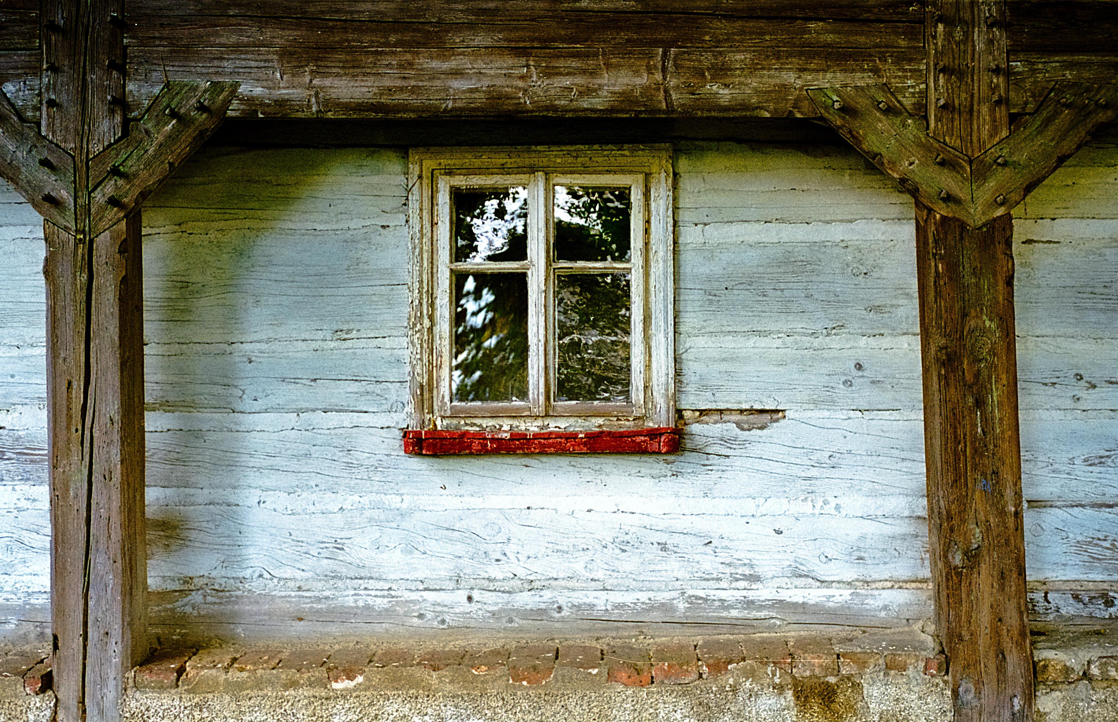 Fotos gratis : madera, antiguo, casa, ventana, pared, capilla ...