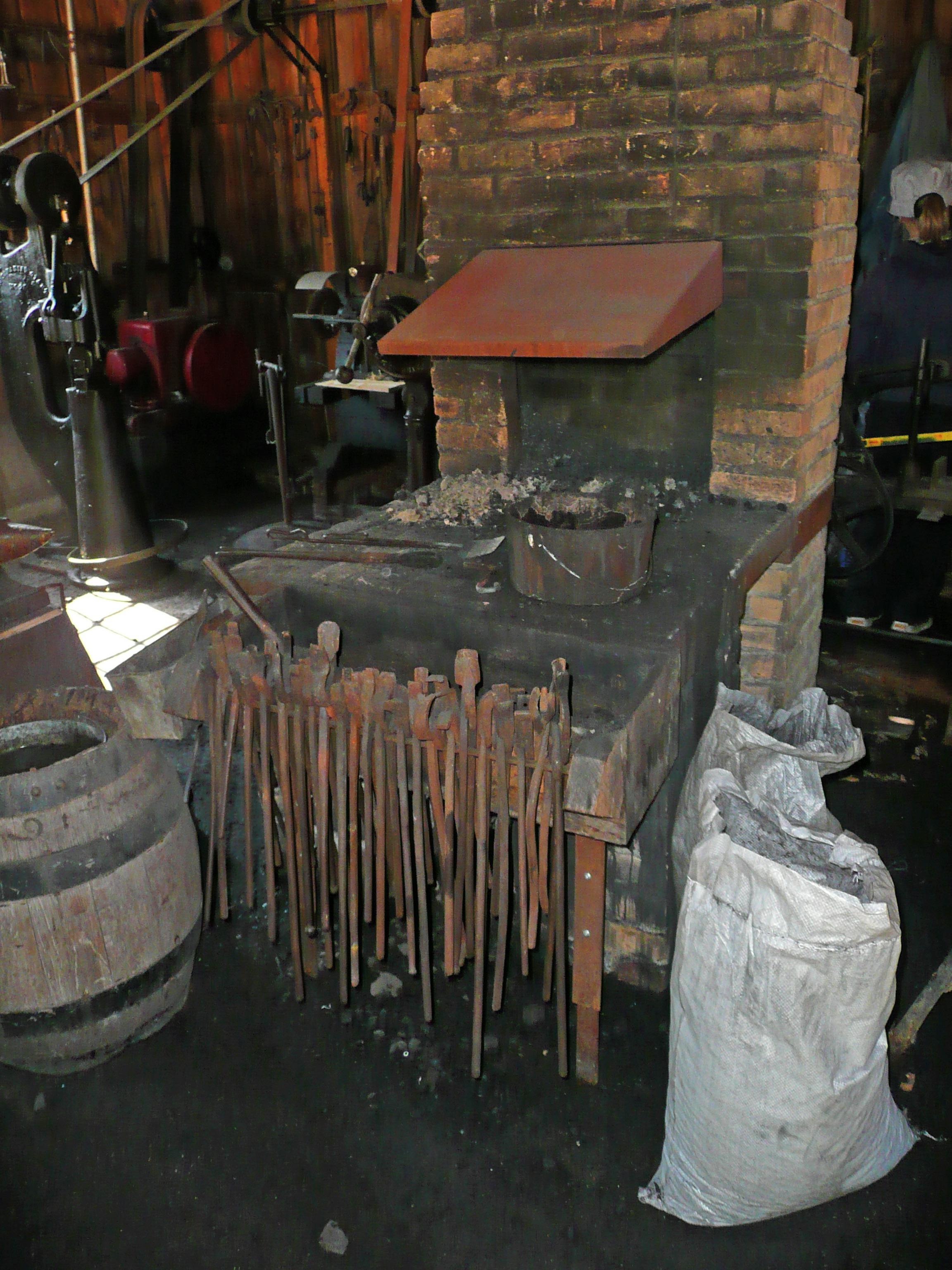 Fotos gratis : madera, antiguo, Canadá, herramientas, fragua ...