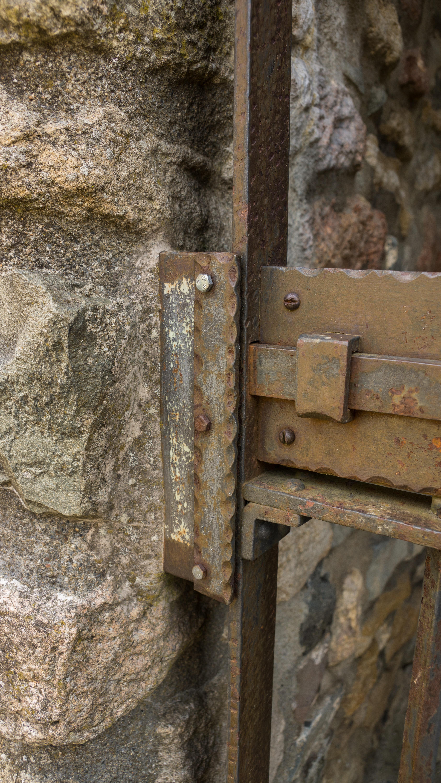 Fotos gratis madera antiguo pared haz acero entrada for Porton madera antiguo