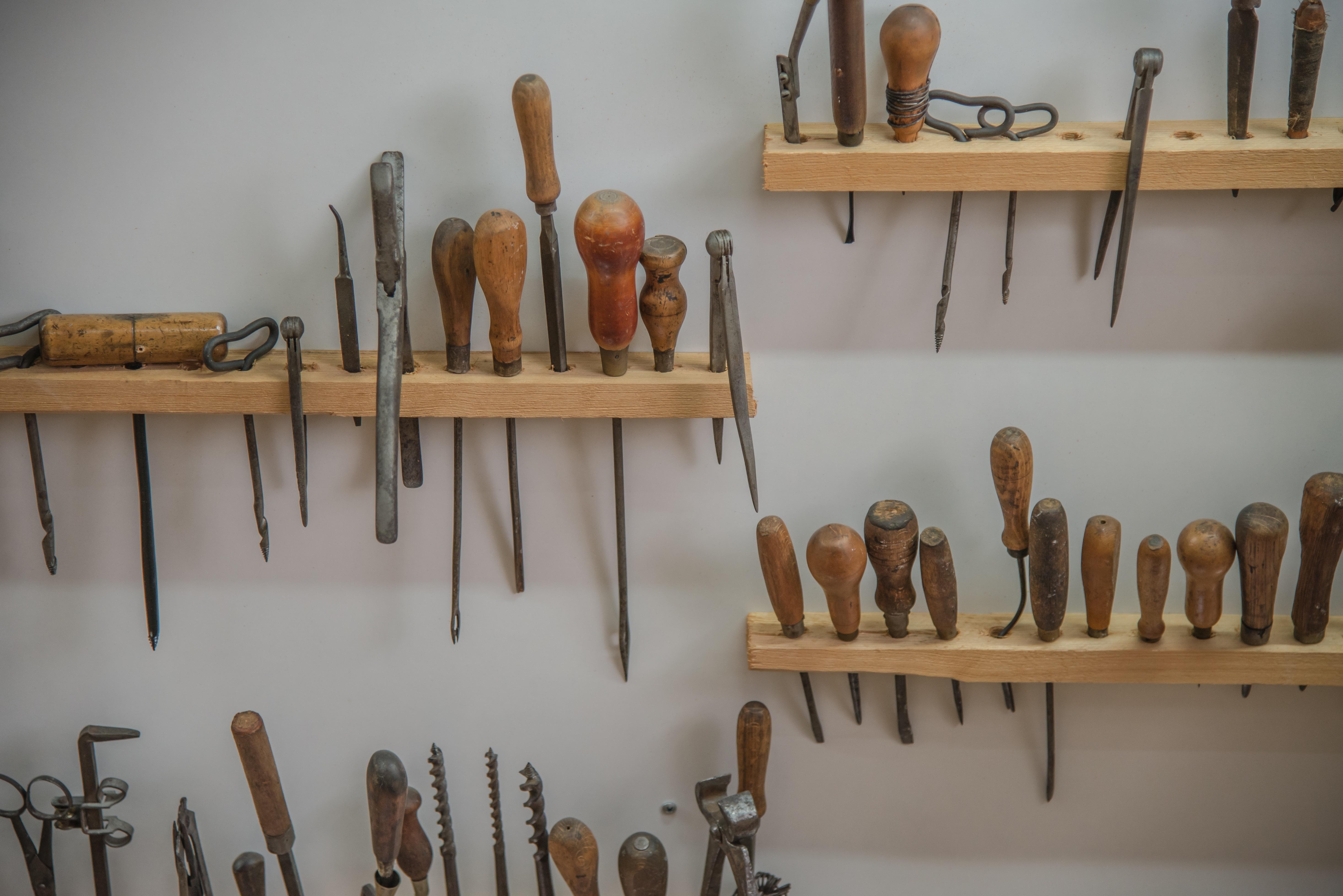 Fotos gratis madera antiguo retro herramienta - Reparar muebles antiguos ...
