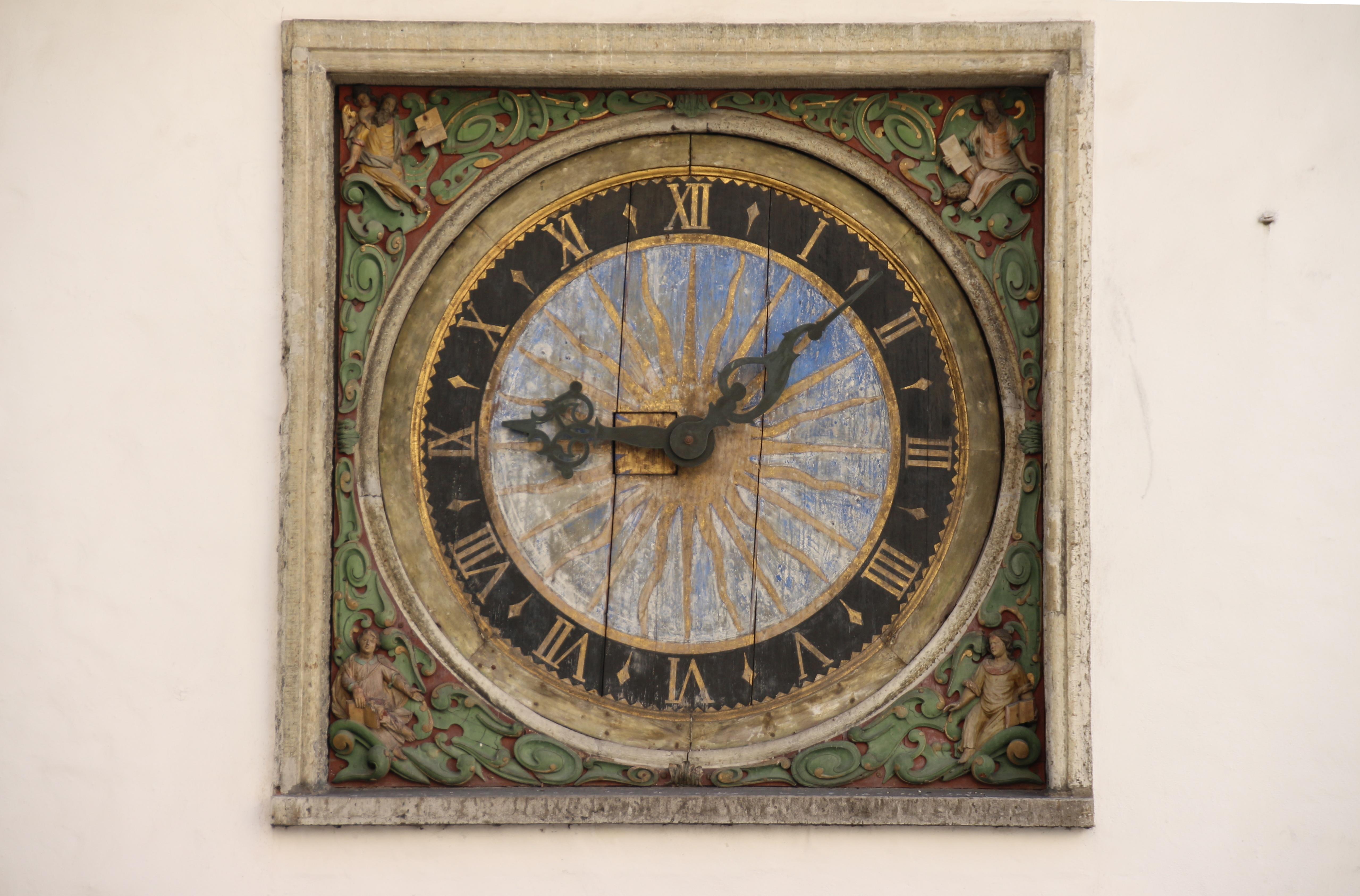 Fotos gratis : madera, antiguo, ventana, reloj, patrón, torre ...