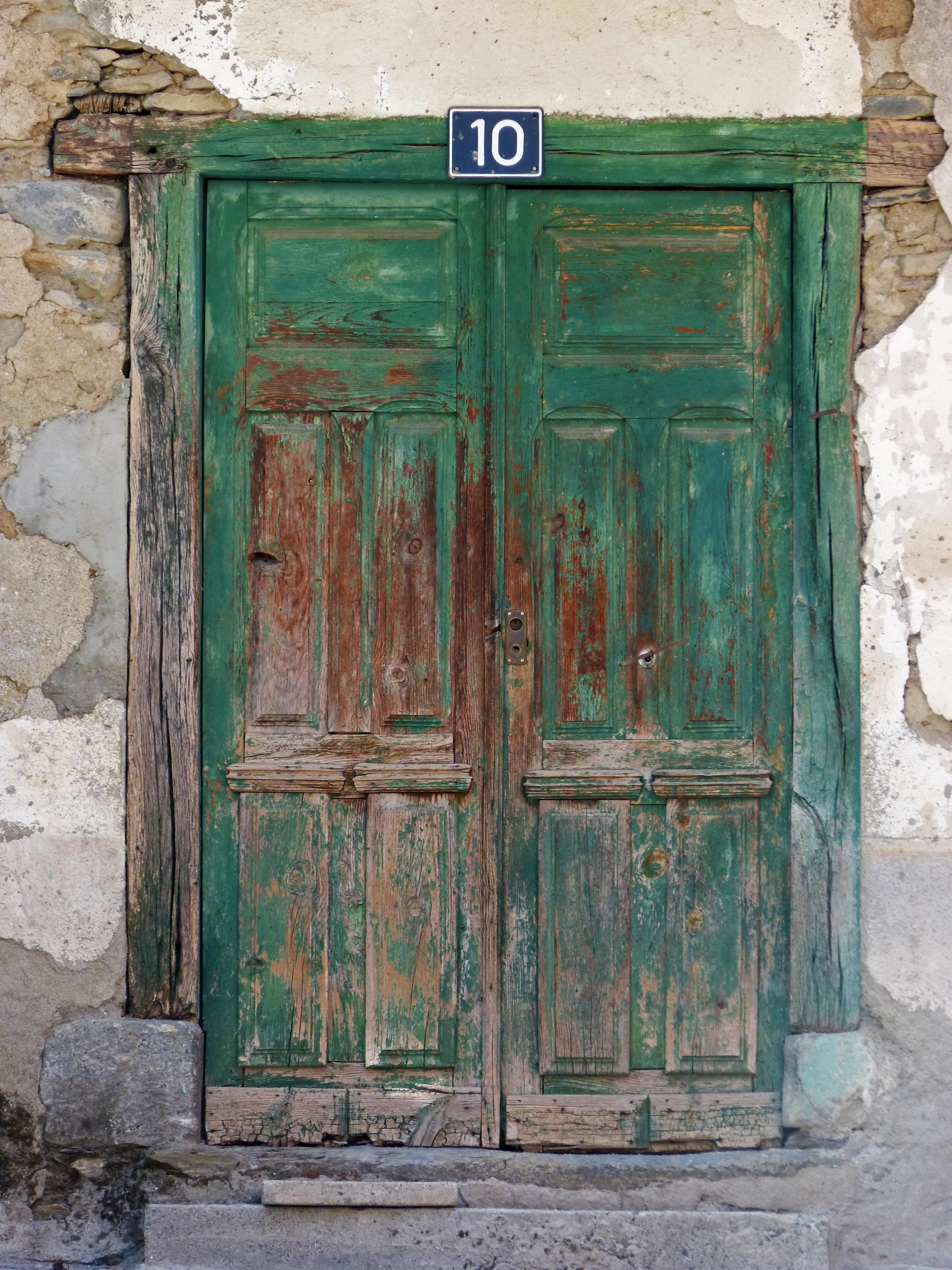 Vieux Portail En Bois images gratuites : bois, antique, fenêtre, vieux, meubles