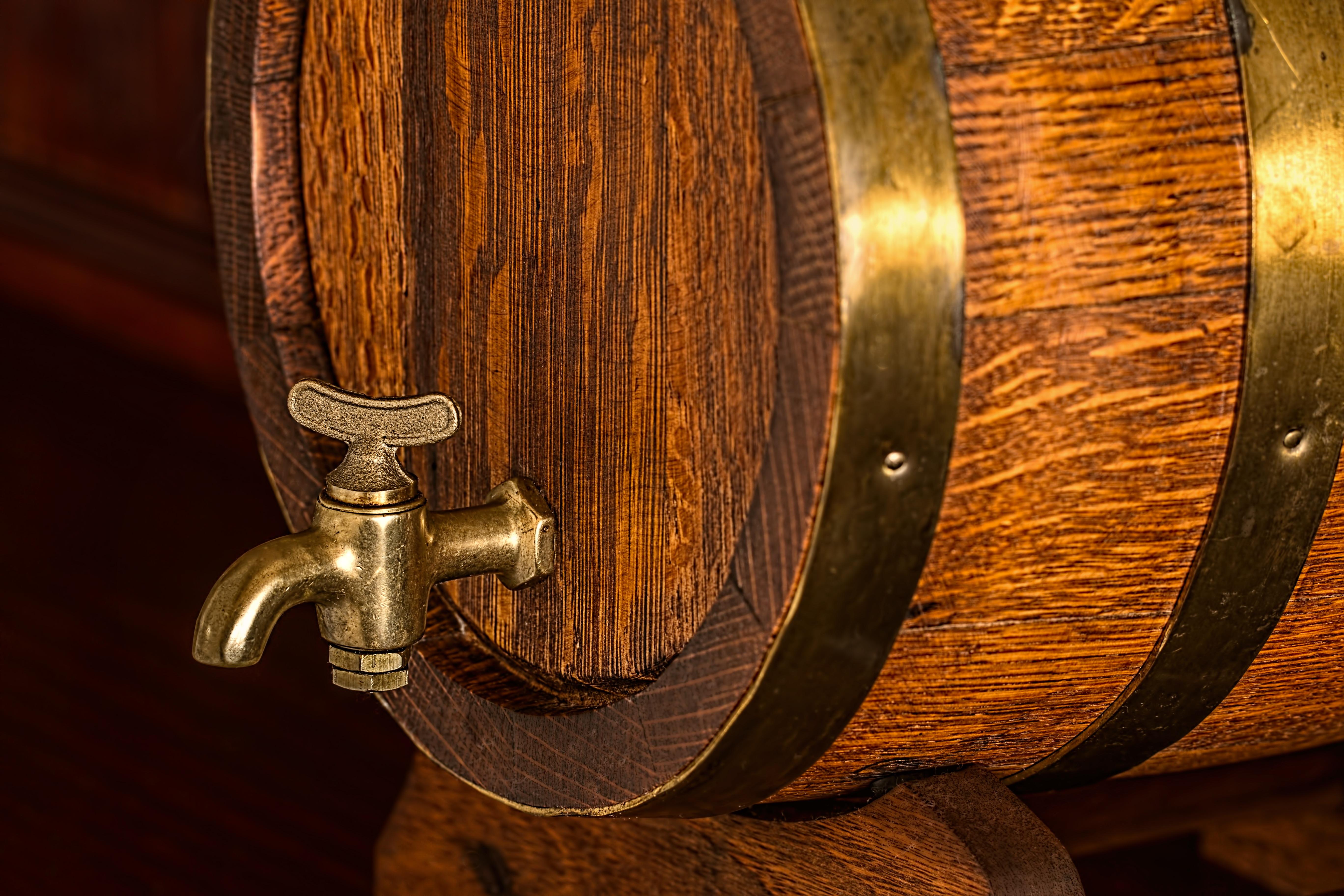 Kostenlose foto : Holz, Bar, Getränk, Beleuchtung, Fass, hölzern ...