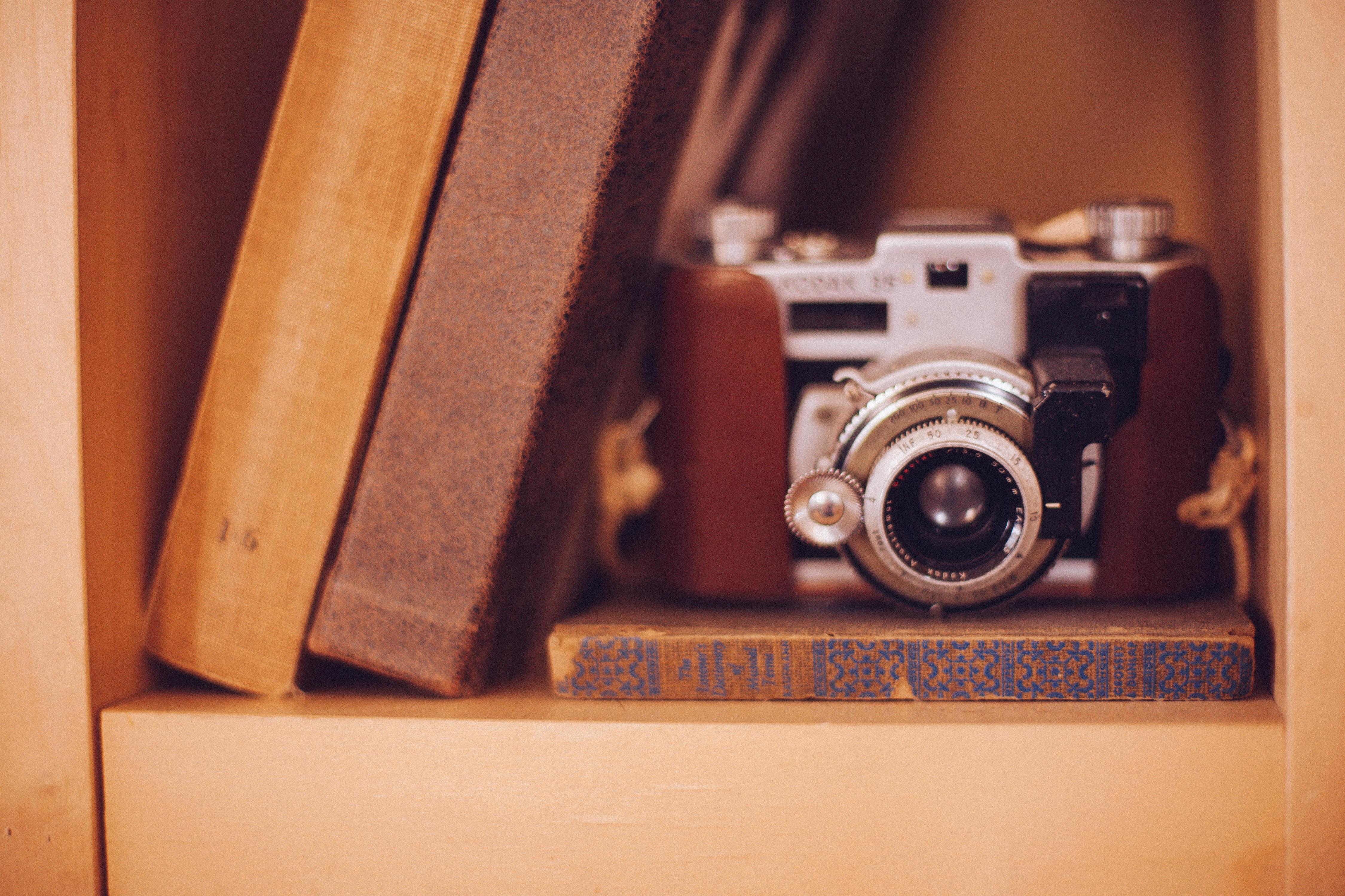 Free images wood photography vintage old slr for Best lens for furniture photography