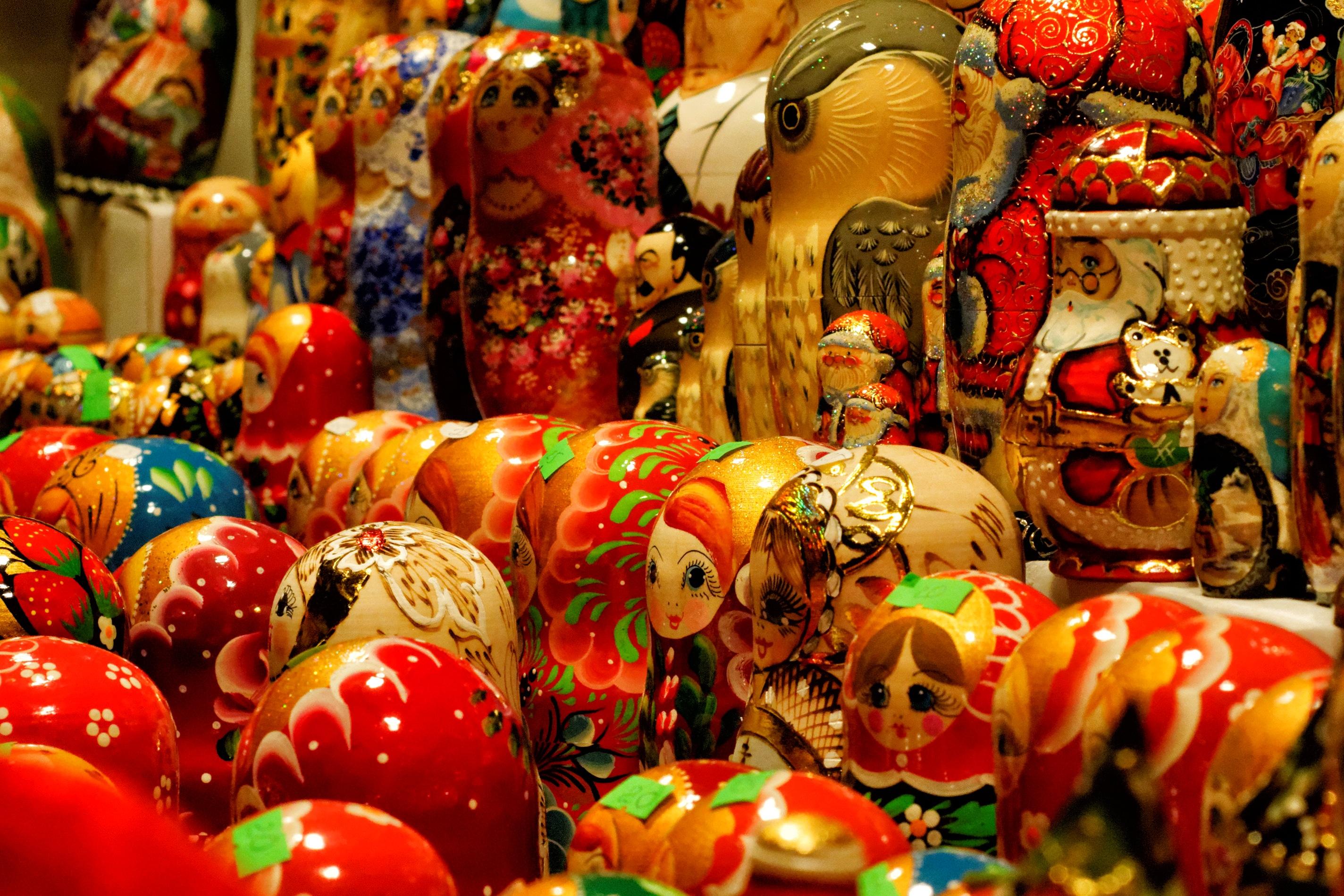 hình ảnh : Gỗ, Thành phố, món ăn, màu, ngày lễ, Chợ, thị trường, thương trường, bức vẽ, không gian công cộng, lễ hội, Làm tổ, Búp bê Nga, ...