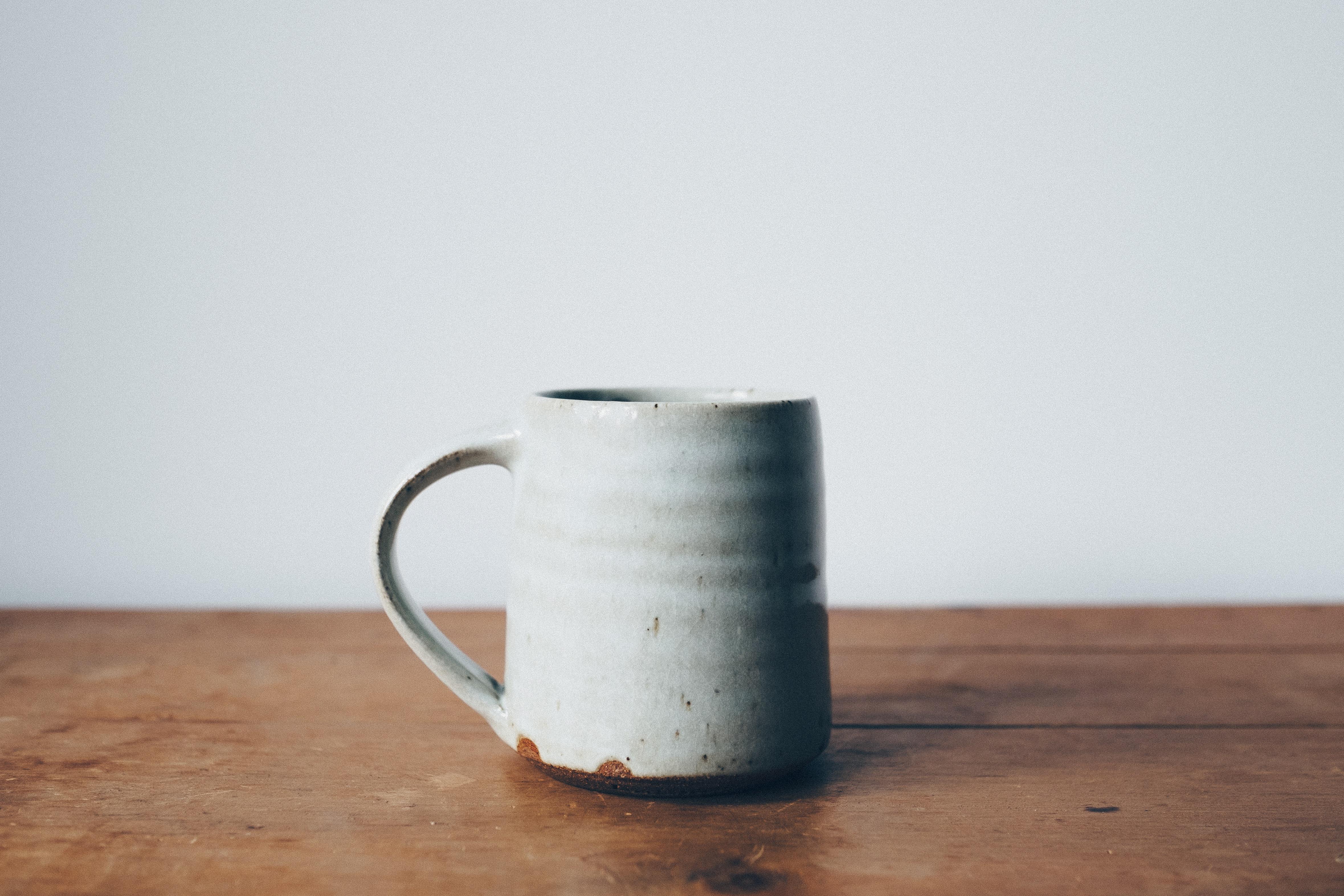 krus keramik Gratis billeder : træ, kop, keramisk, drikke, krus, keramik  krus keramik