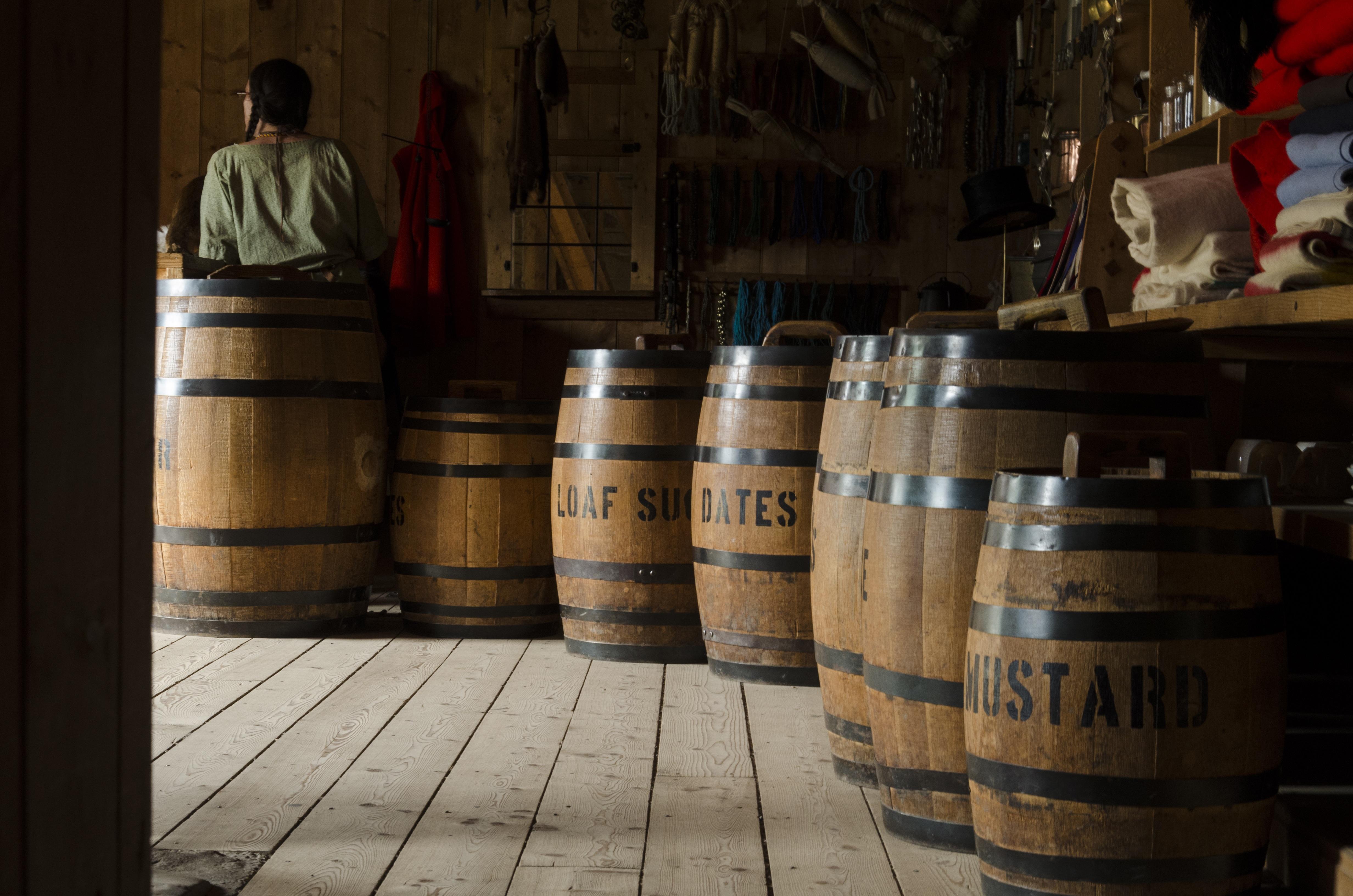 Kostenlose foto : Holz, Getränk, Lagerung, Tempel, hölzern, Fässer ...